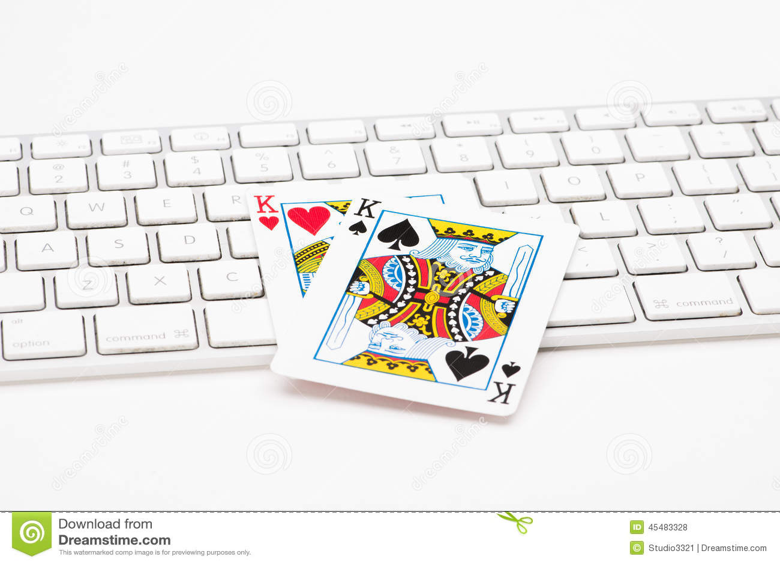 在网键盘的啤牌卡片