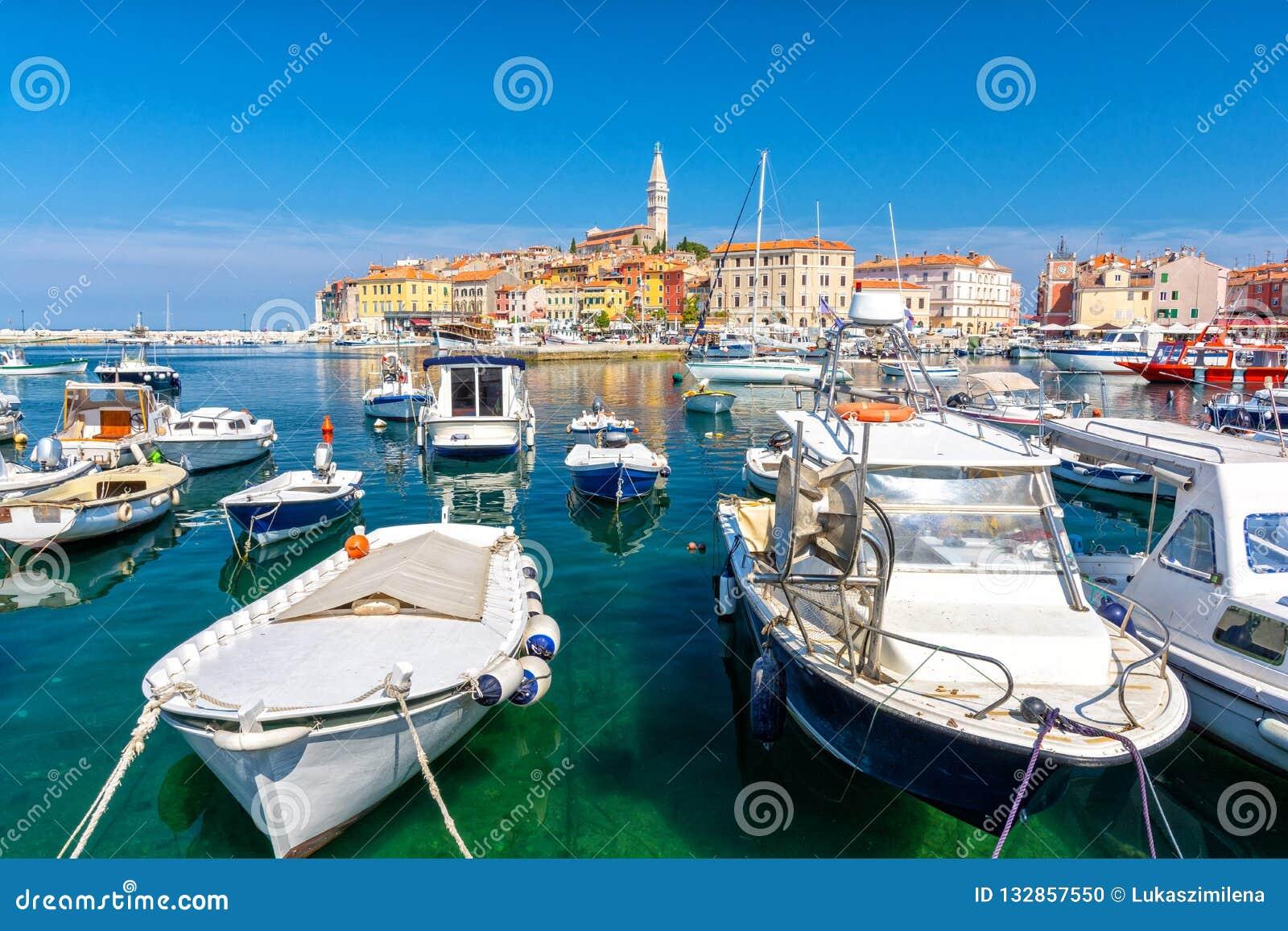 在罗维尼五颜六色的港的看法,伊斯特拉半岛地区,克罗地亚