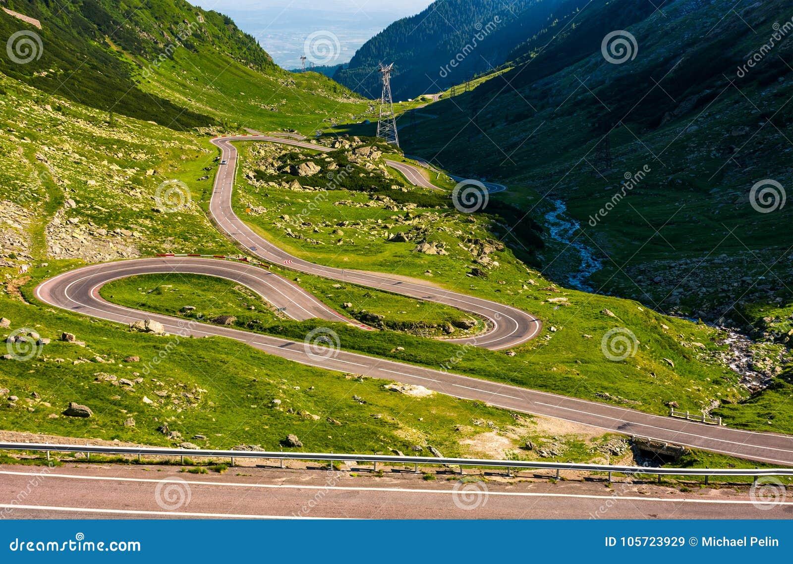 在罗马尼亚山的Tranfagarasan路