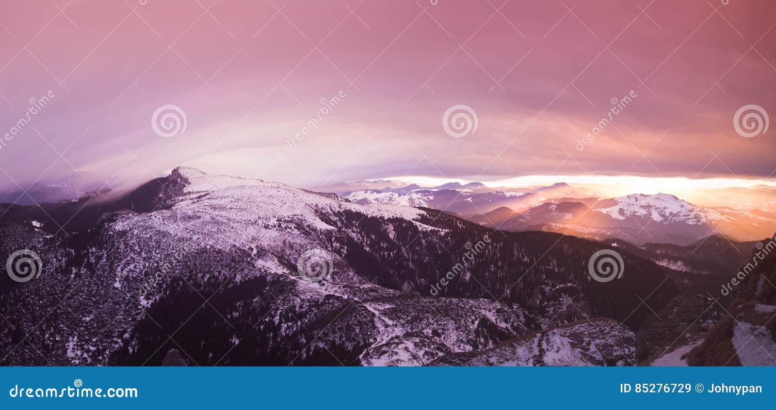 在罗马尼亚语喀尔巴汗的幻想日落