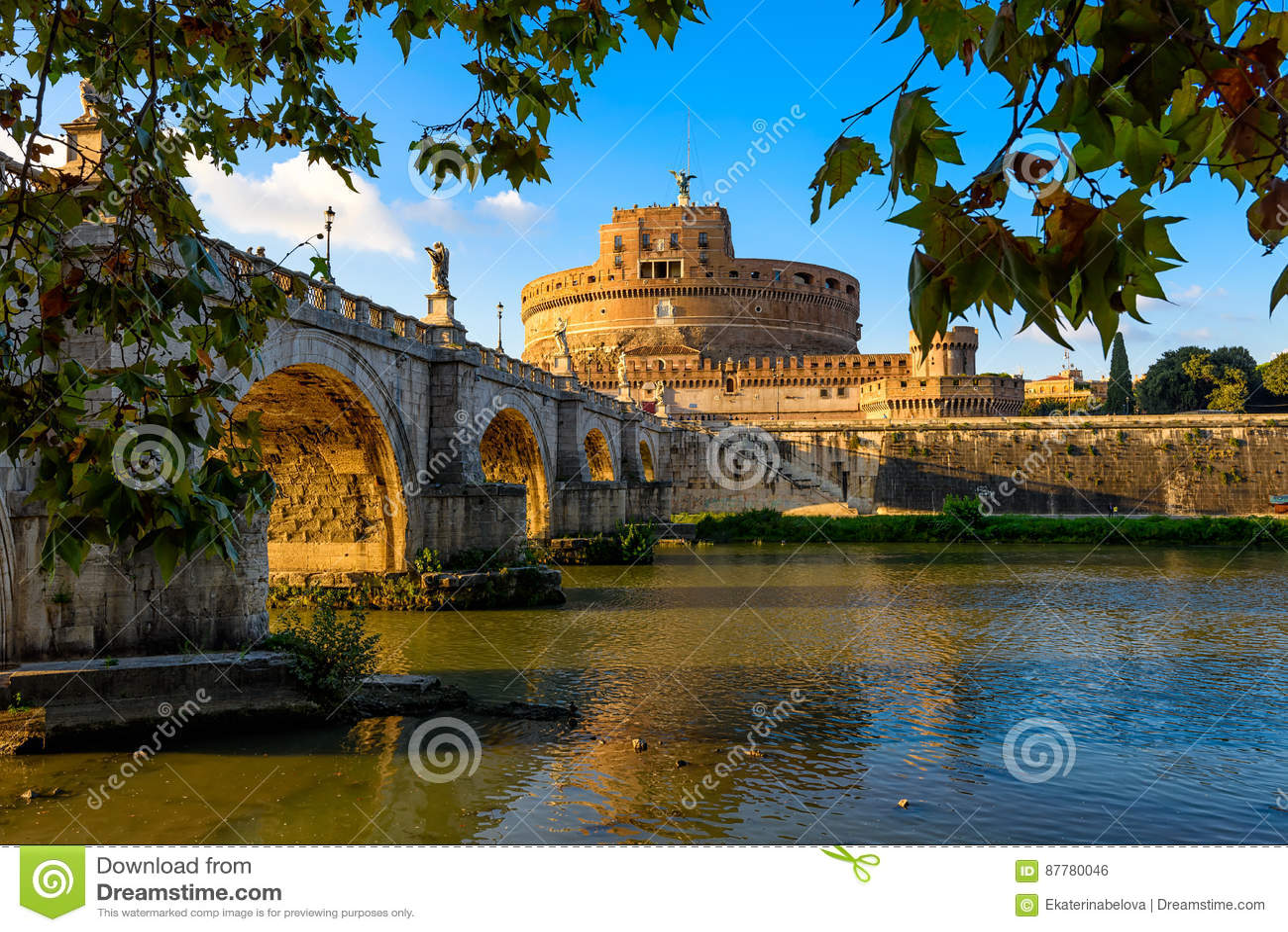 在罗马防御Hadrian、日落光芒的桥梁Sant安吉洛和河台伯河Sant安吉洛陵墓