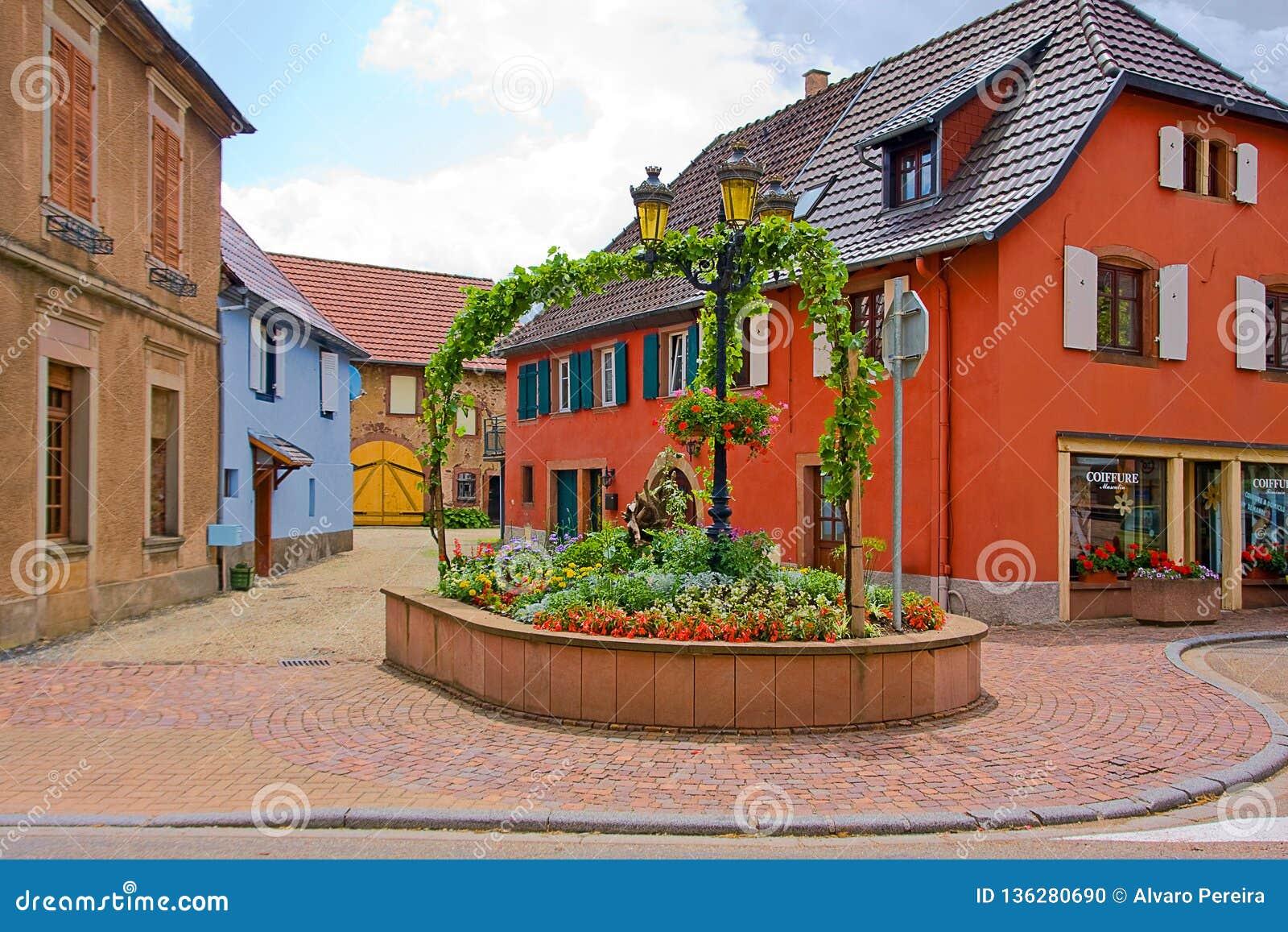 在翁赞附近的可爱的村庄