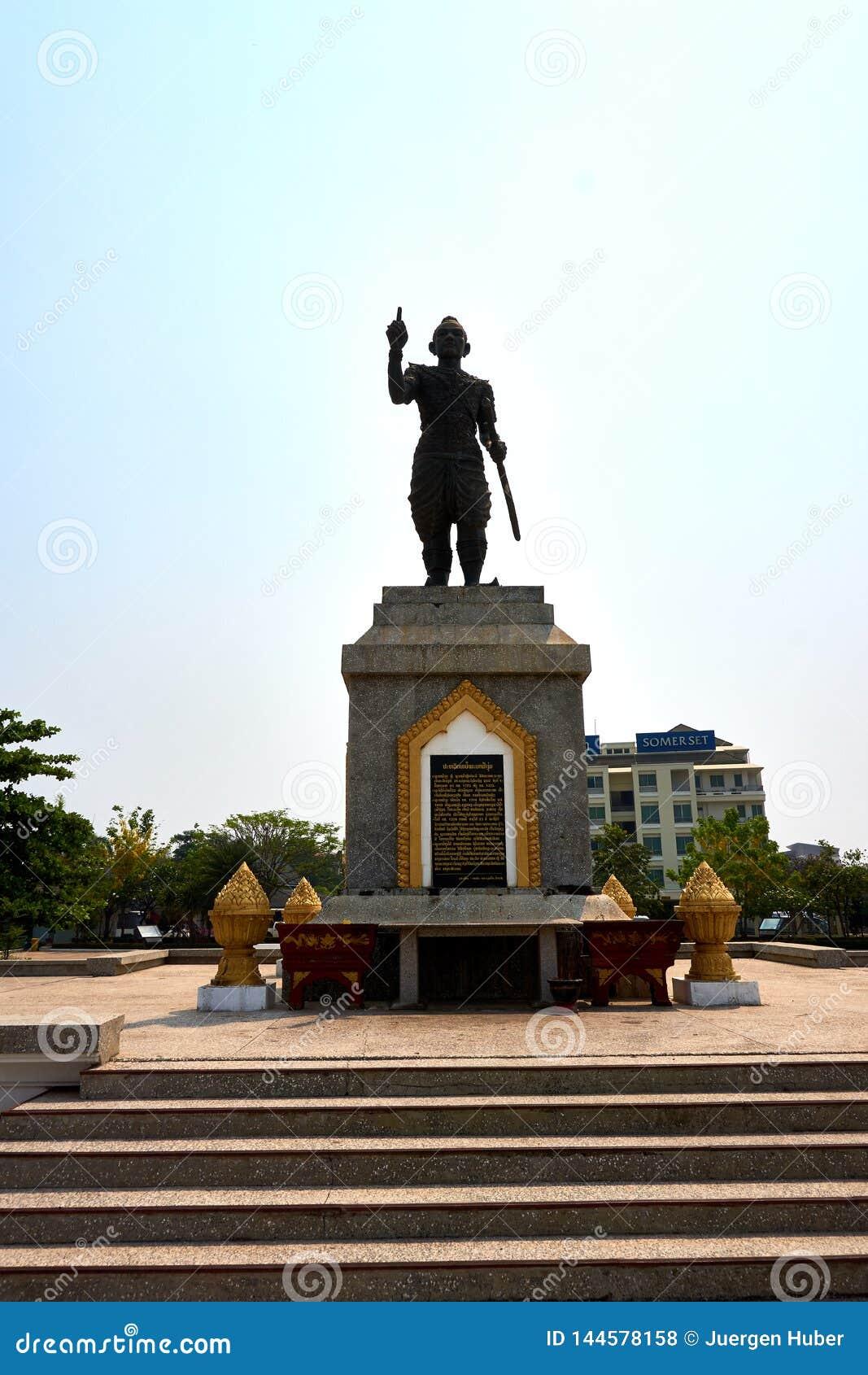 在老挝的万象的南部大雕象
