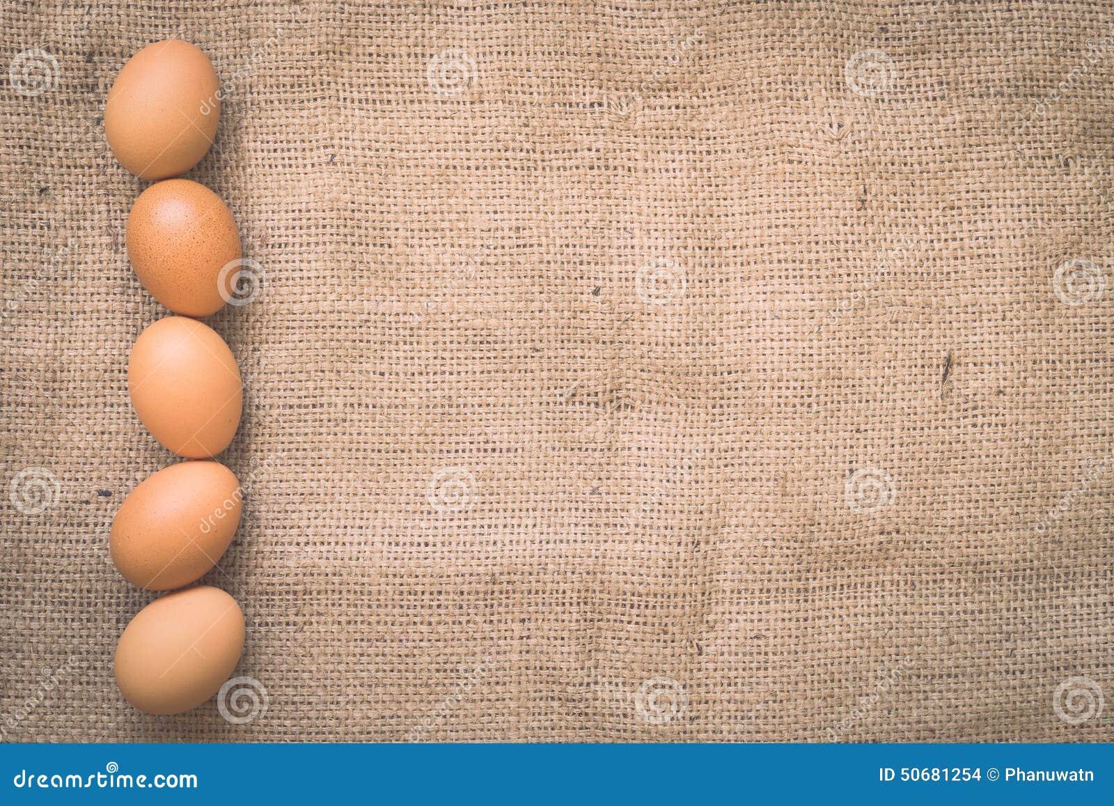 Download 在老被弄皱的粗麻布的鸡蛋 库存照片. 图片 包括有 browne, 设计, 甲板, 诱饵, 图象, 织品 - 50681254