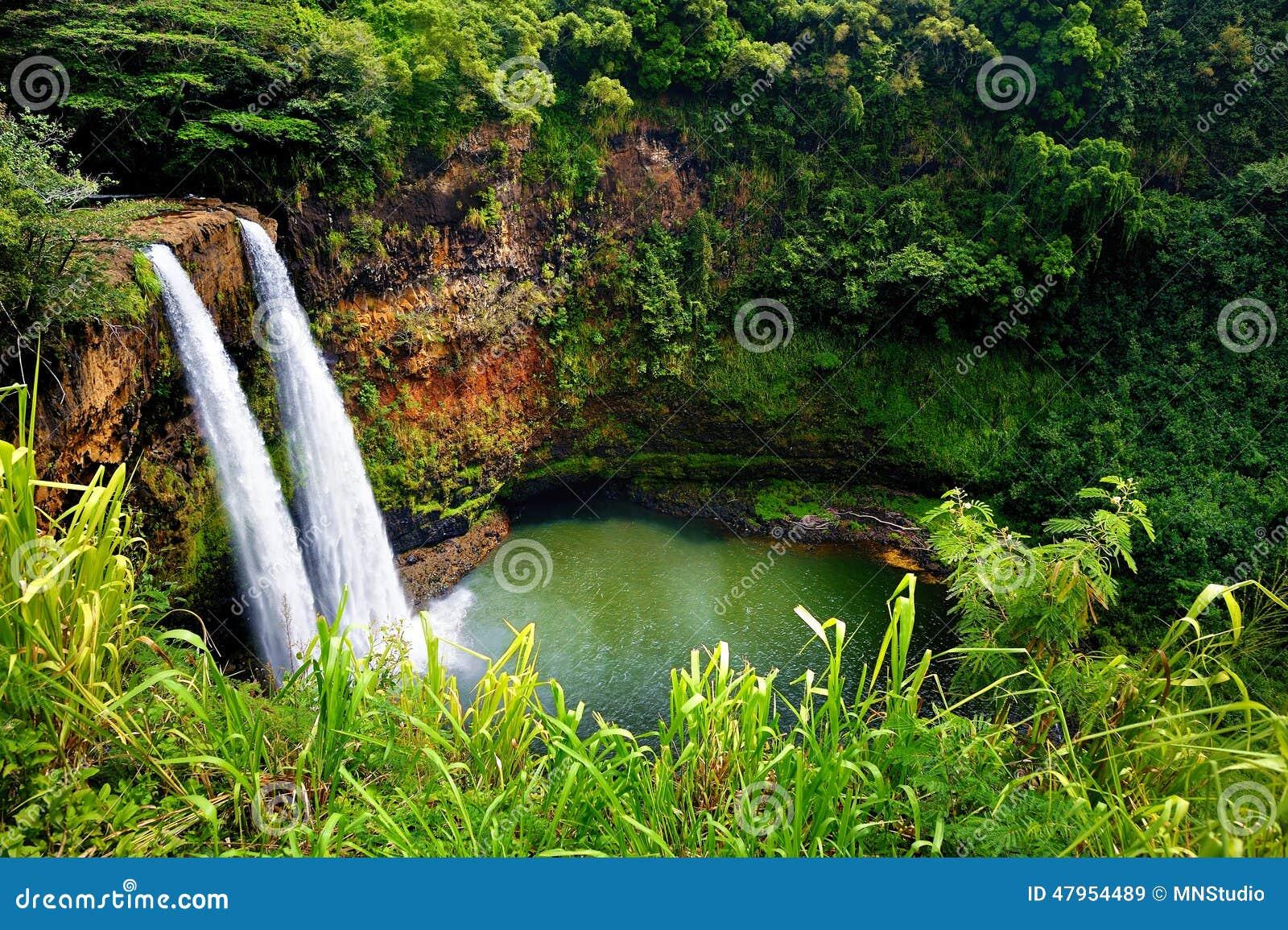 在考艾岛,夏威夷的双Wailua瀑布