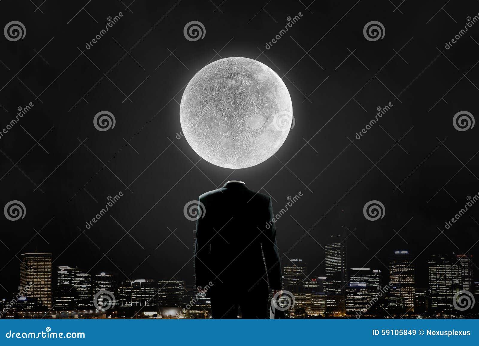 在肩膀的月亮