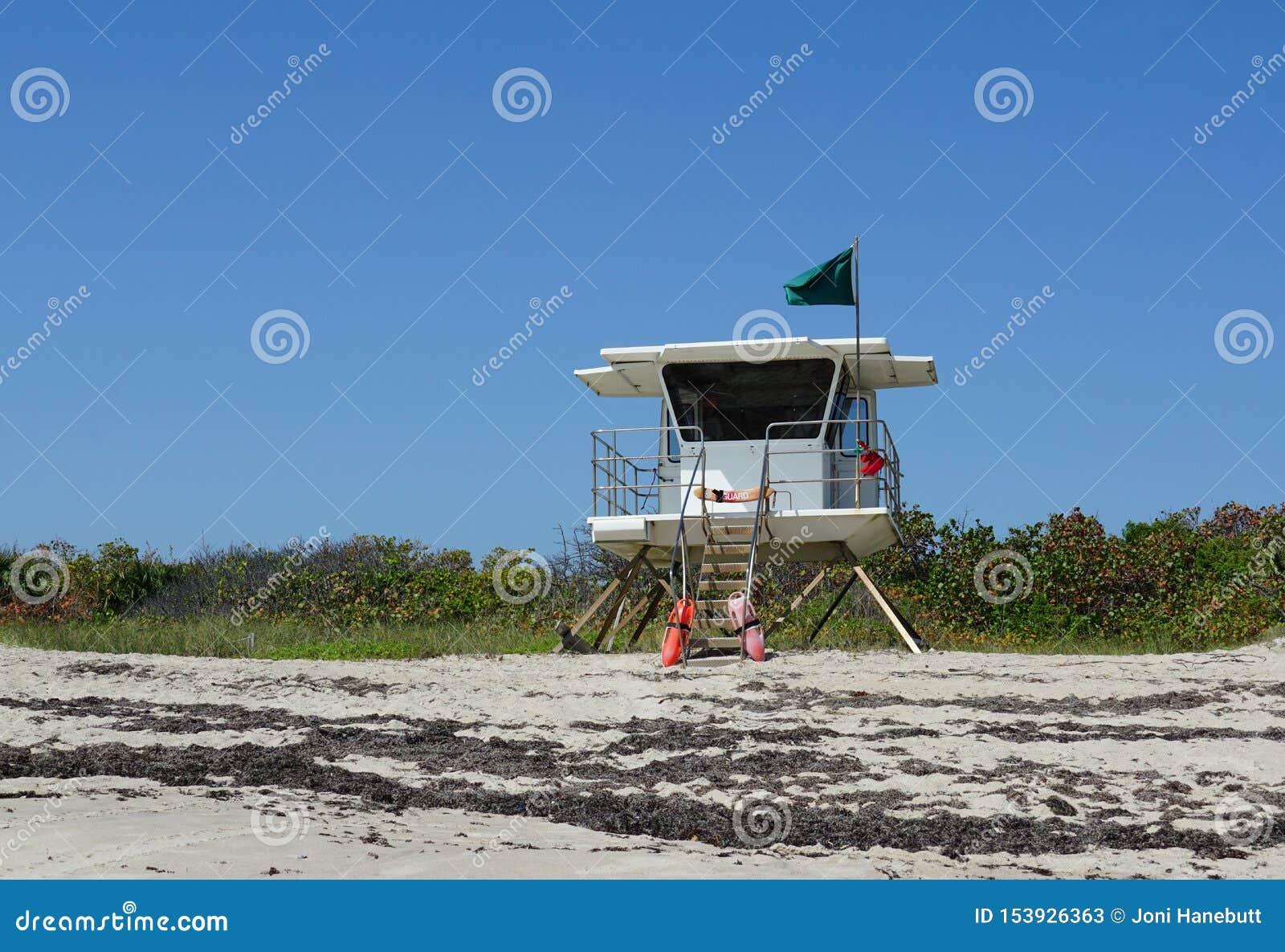 在胡椒公园海滩的救生员驻地在Ft 皮尔斯,在哈钦森角海岛上的佛罗里达