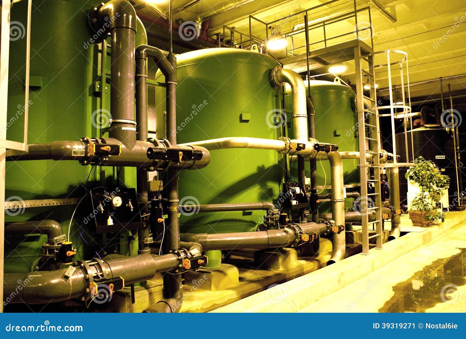 在能源厂的水处理坦克
