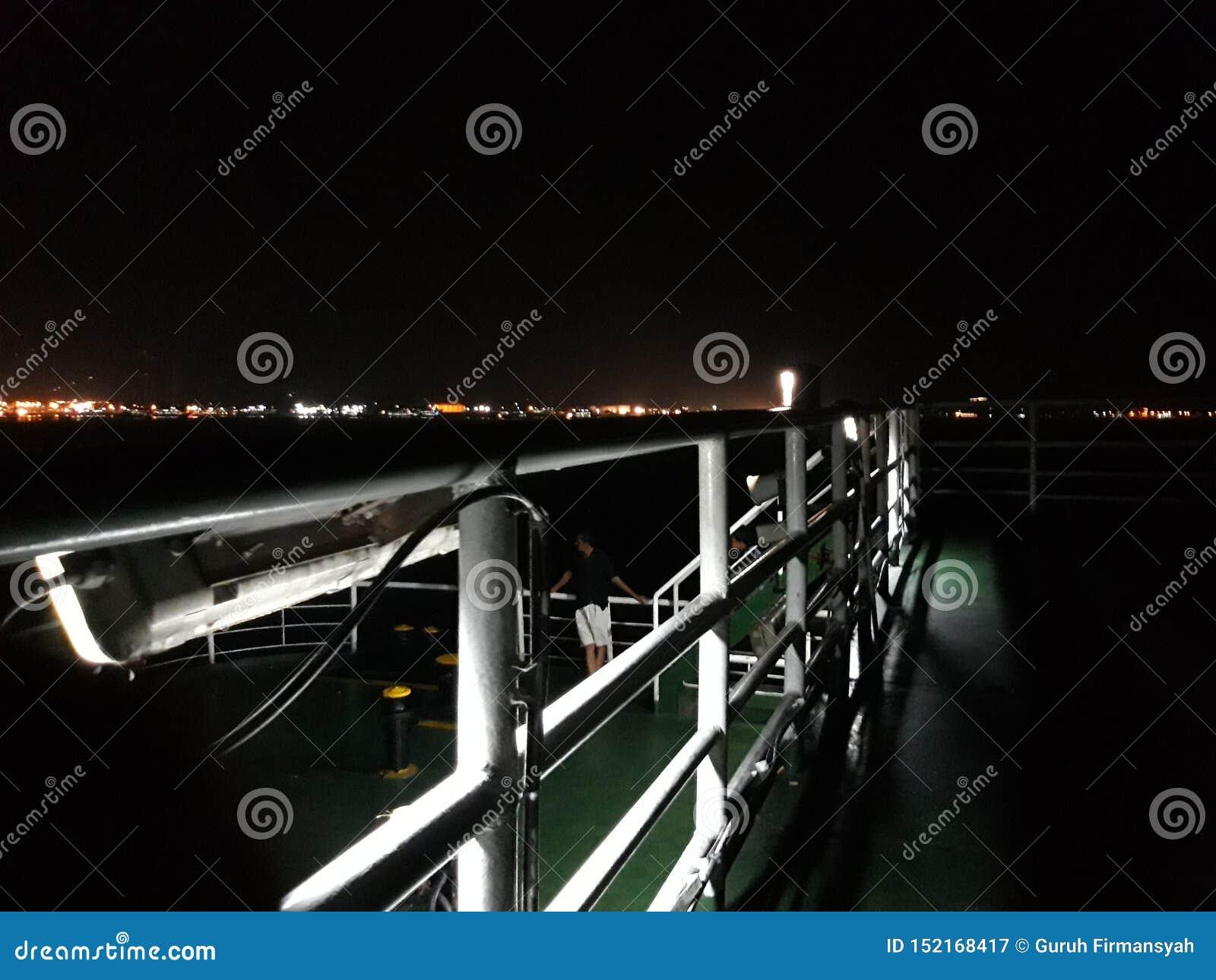 在船的这史诗夜