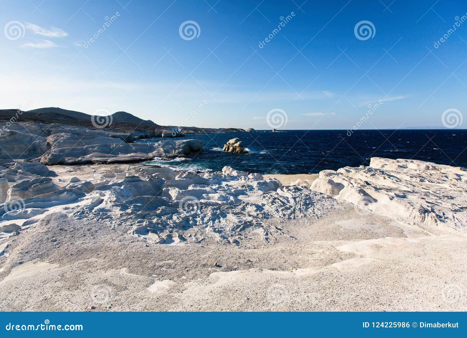 在芦粟海岛月亮海岸的矿物形成使爱琴海环境美化