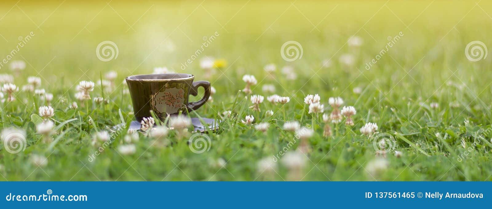 在草的咖啡本质上