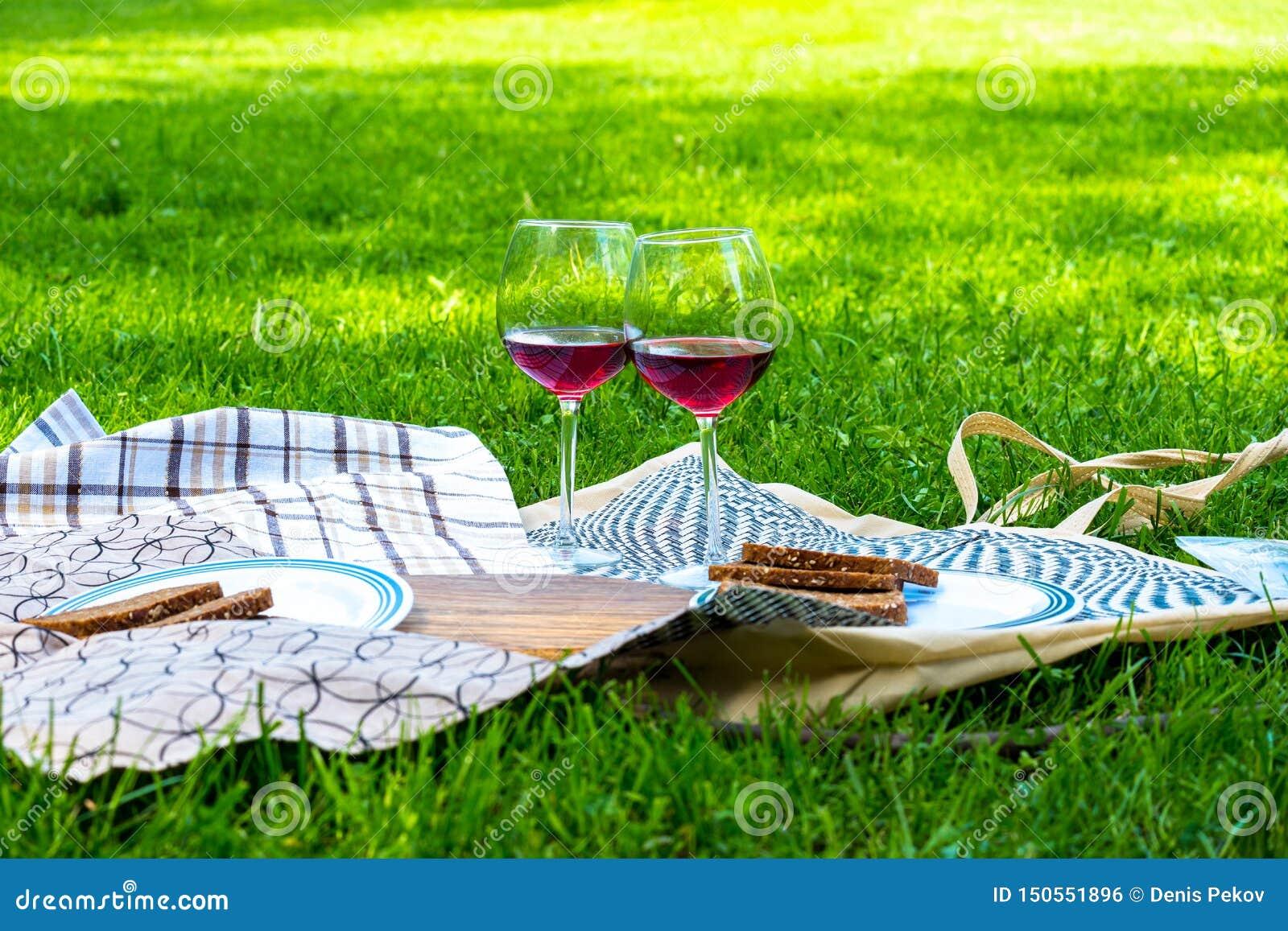 在草的野餐与果子橙汁过去和鸦片