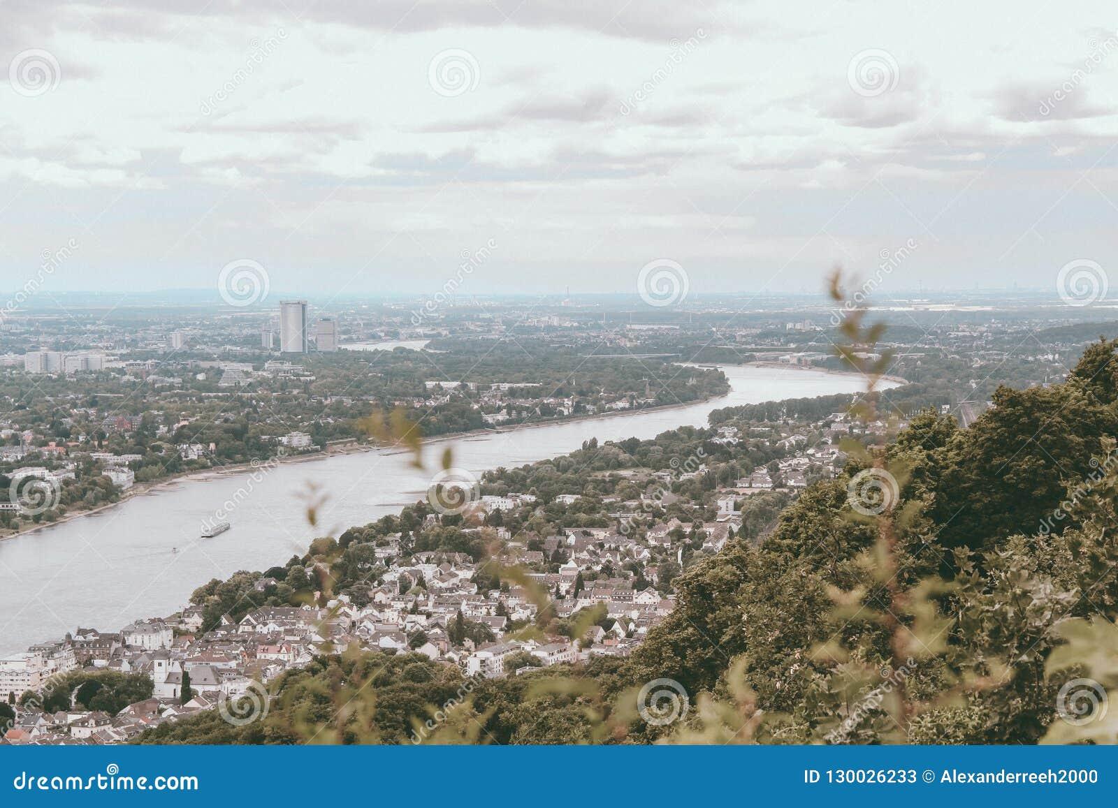 在莱茵河的看法在波恩,德国