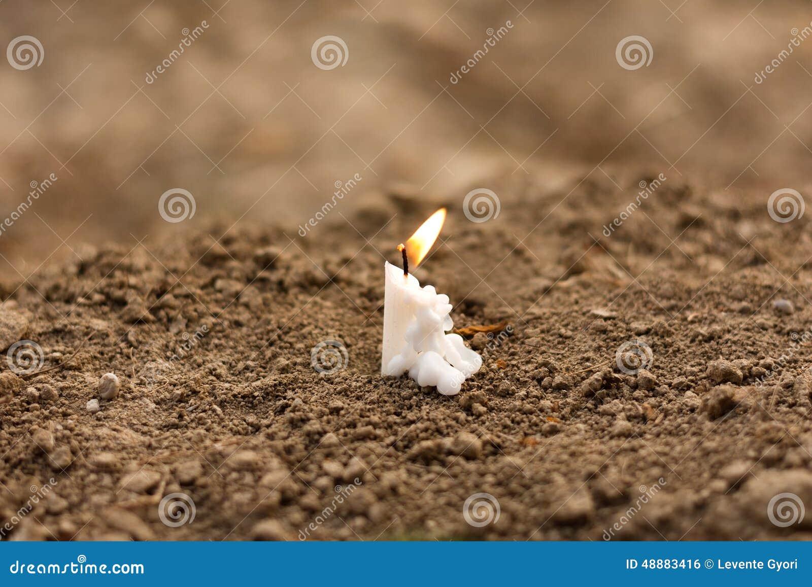 在葬礼的蜡烛
