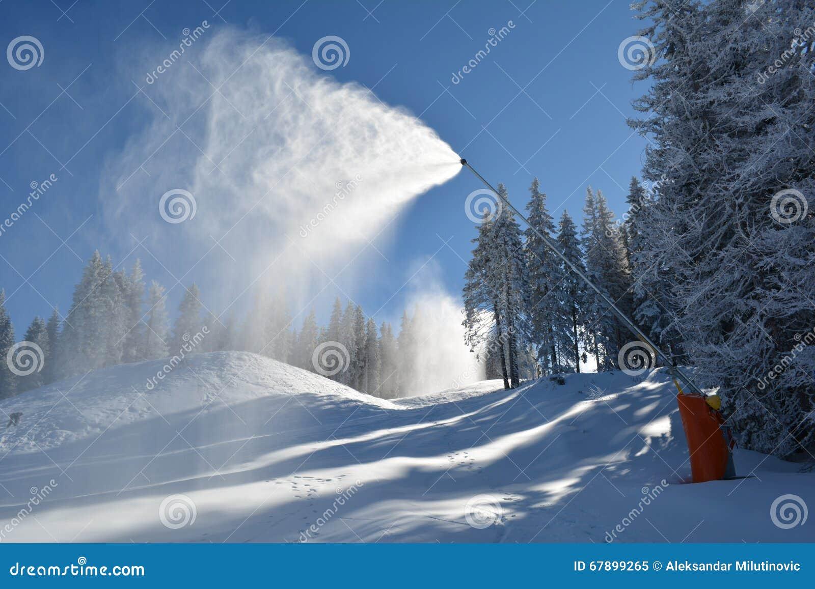 在行动的雪机器