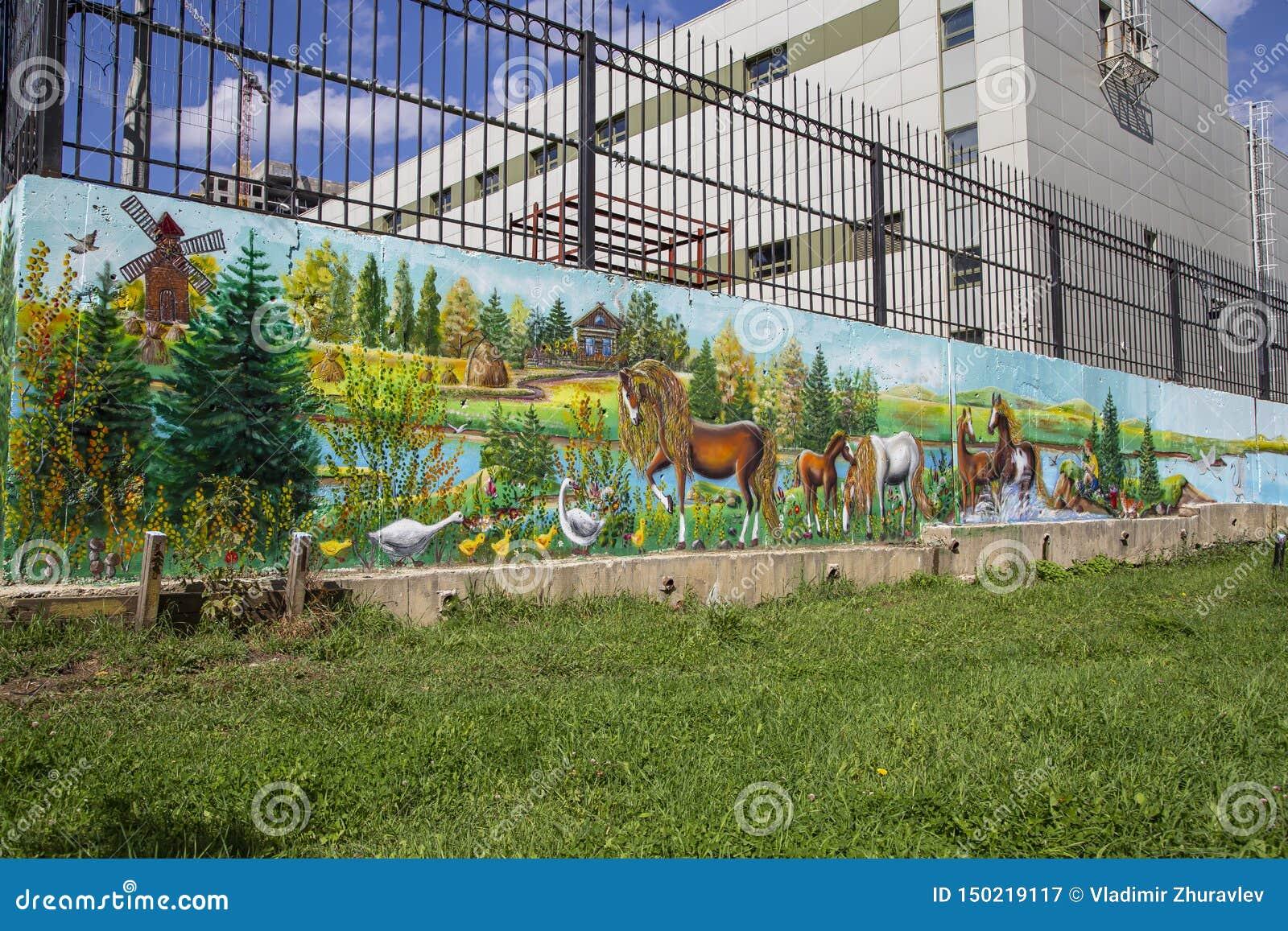 在街道旁听席的街道画墙壁
