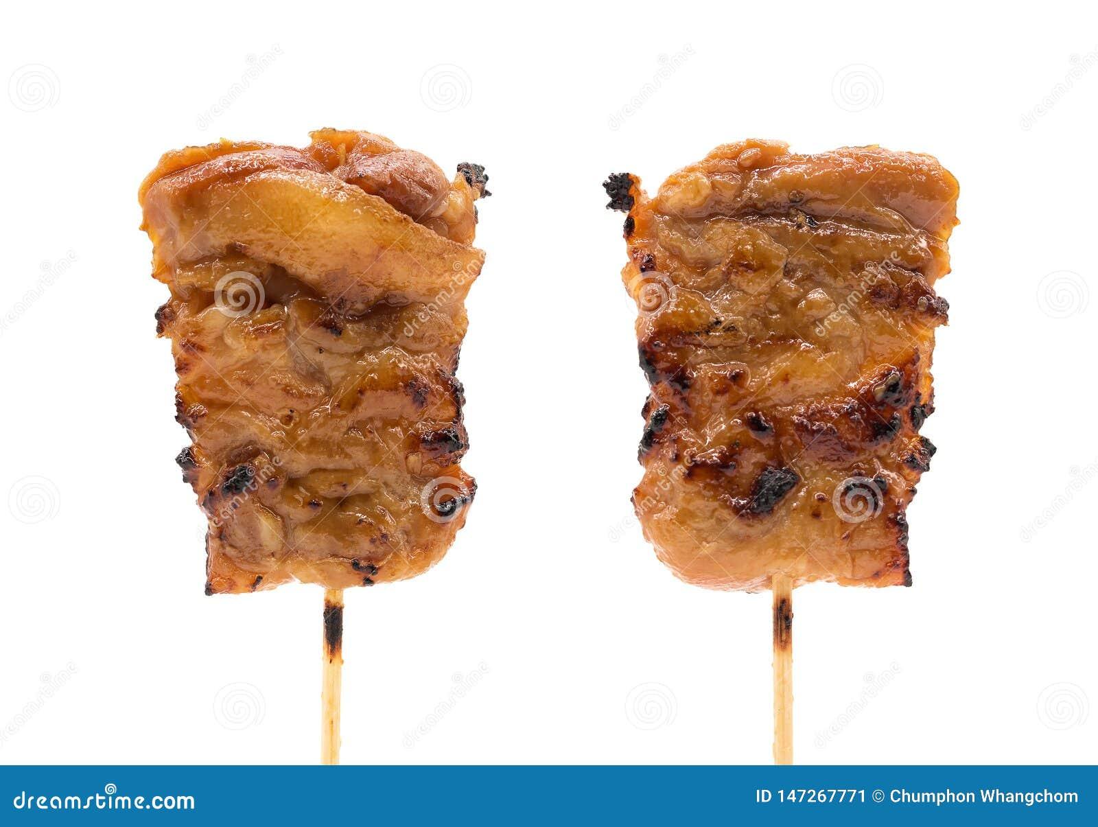 在被隔绝的背景的烤或猪肉串与裁减路线