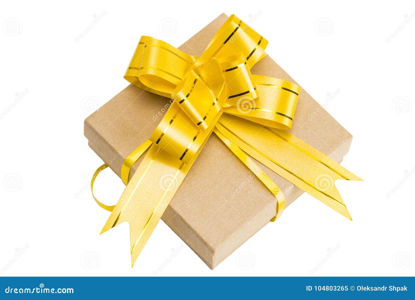 在褐色包裹的礼物盒回收了与丝带弓上面的纸竞争