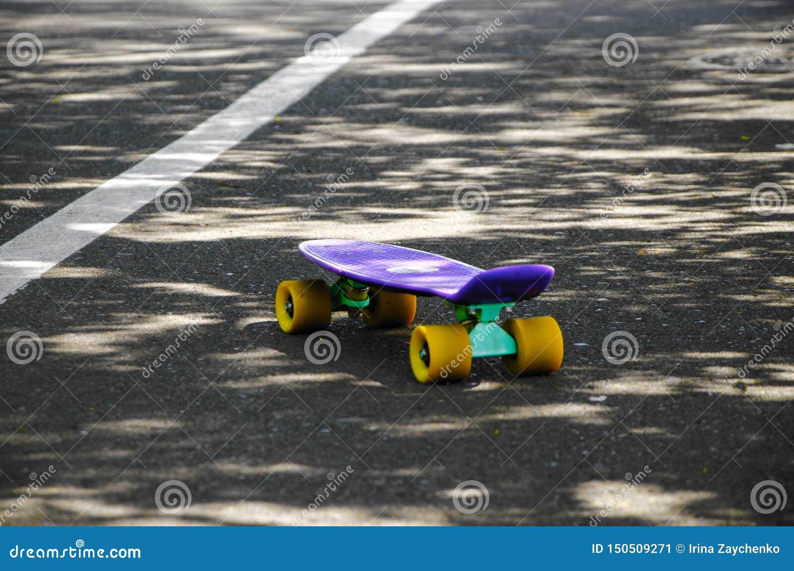 在路的一个滑板