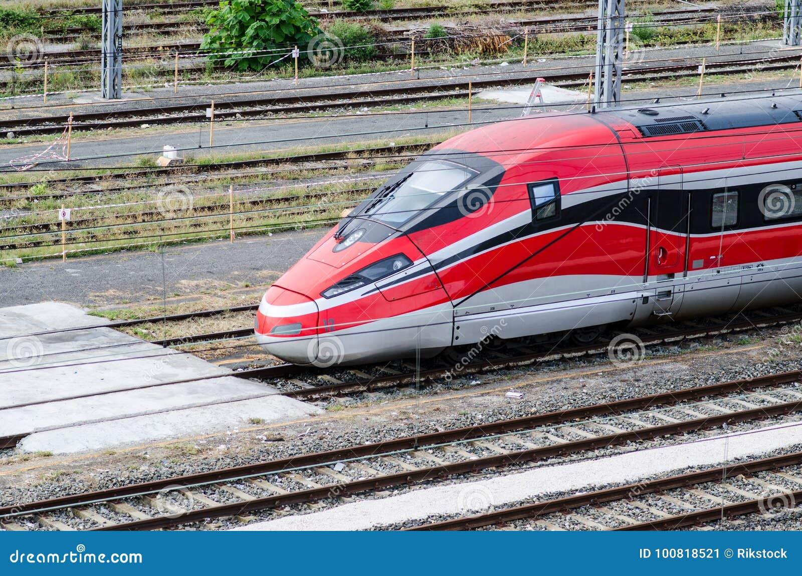 在轨道的高速火车