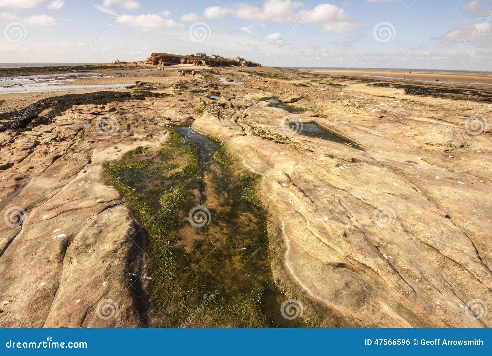 在途中的Rockpool到Hilbre海岛,西部柯尔比, Wirral,英国