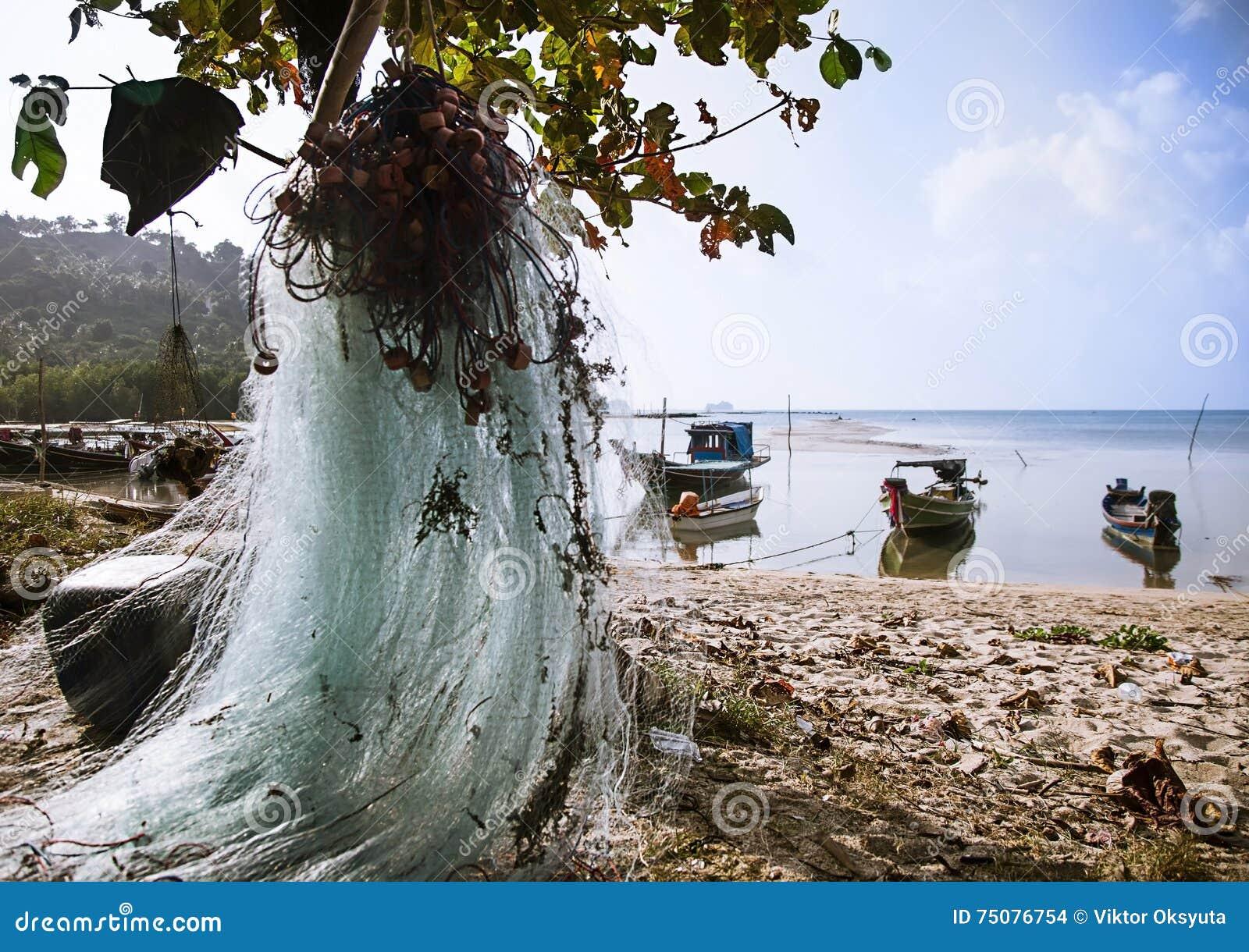 在酸值苏梅岛海岛上的渔船在泰国