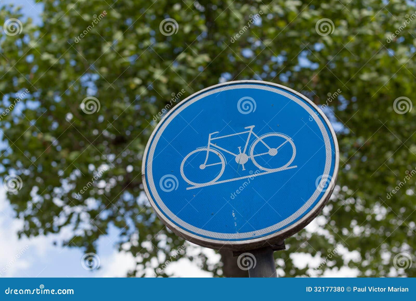 在金属杆的自行车岗位