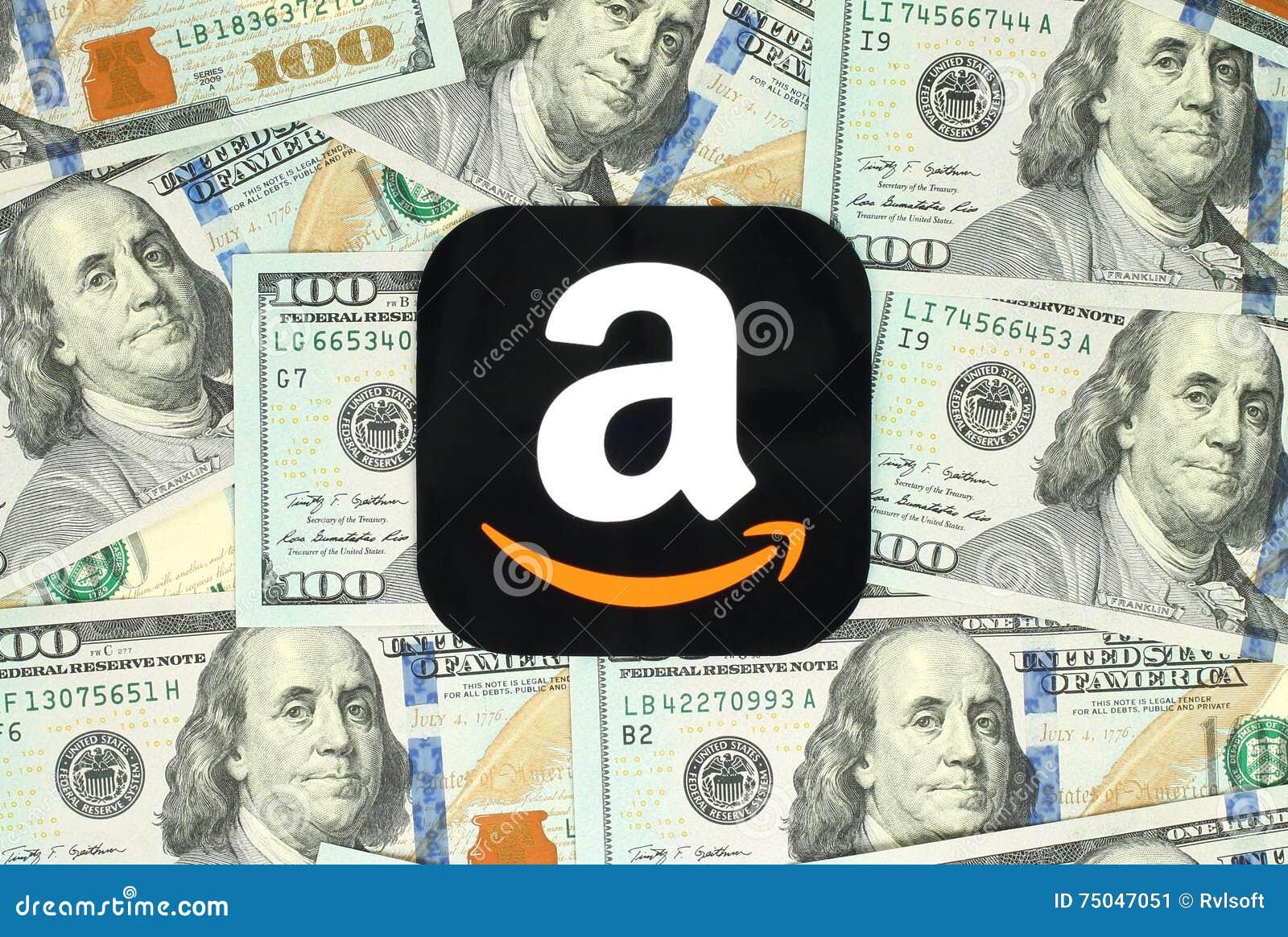 在金钱背景打印在纸和安置的亚马逊象