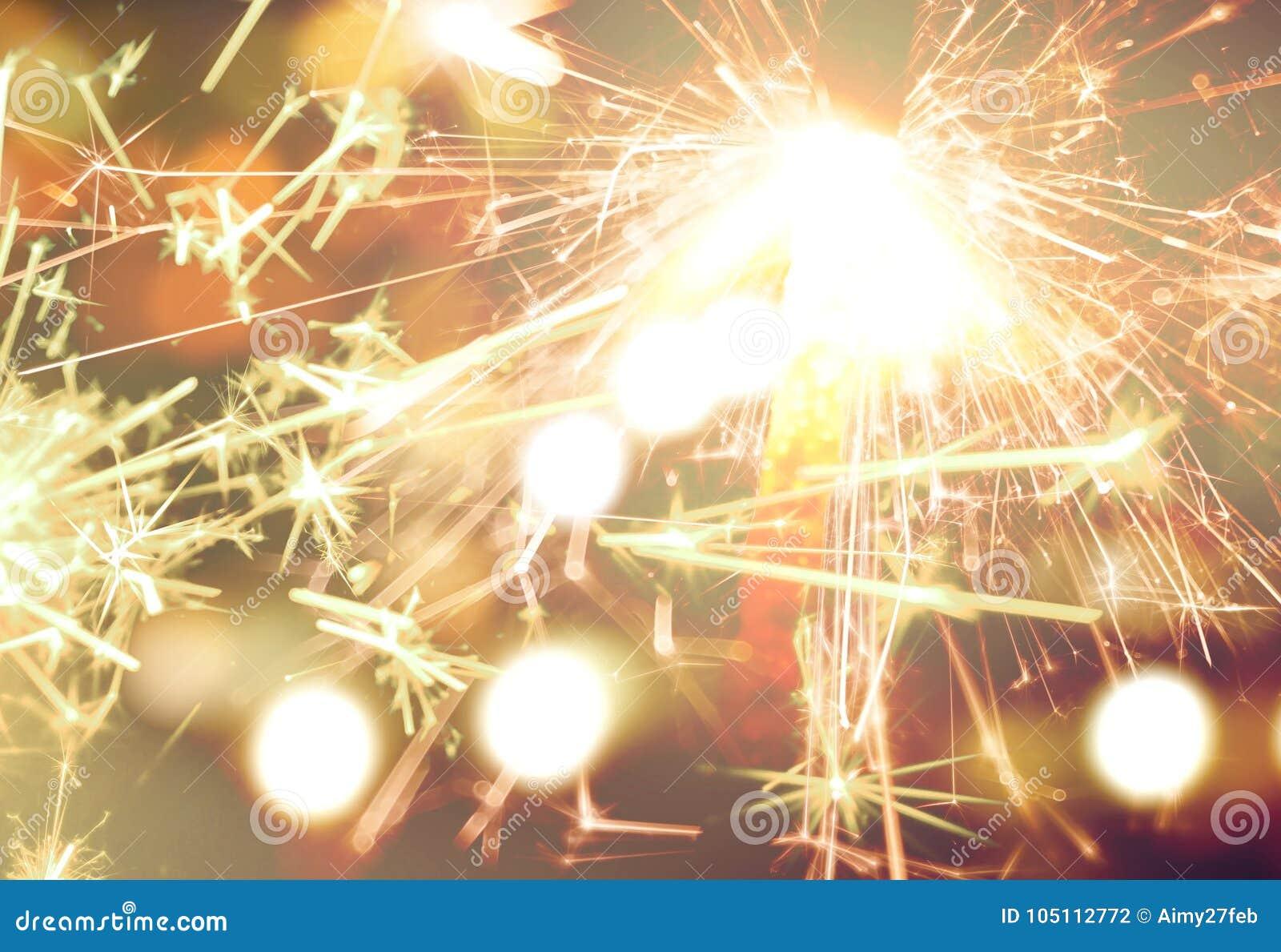 在金bokeh背景宏指令关闭的闪烁发光物
