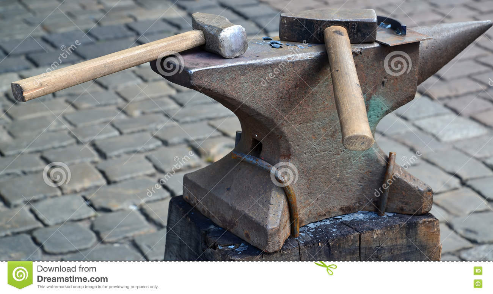 在铁砧的两把锤子谎言