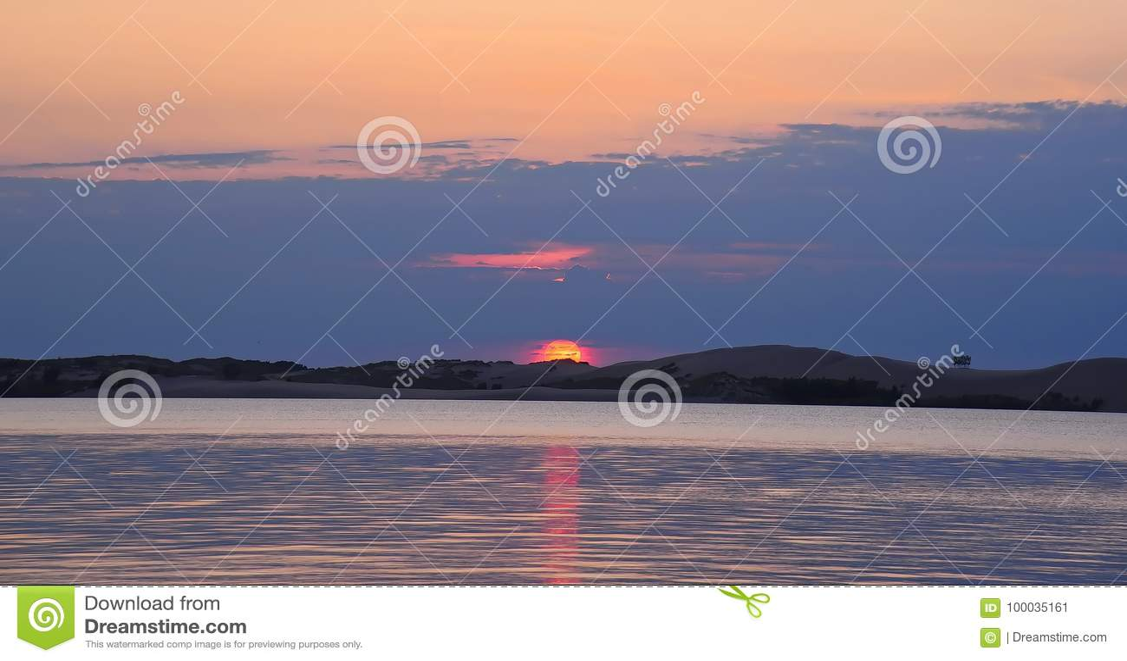 在银色湖的9月日落