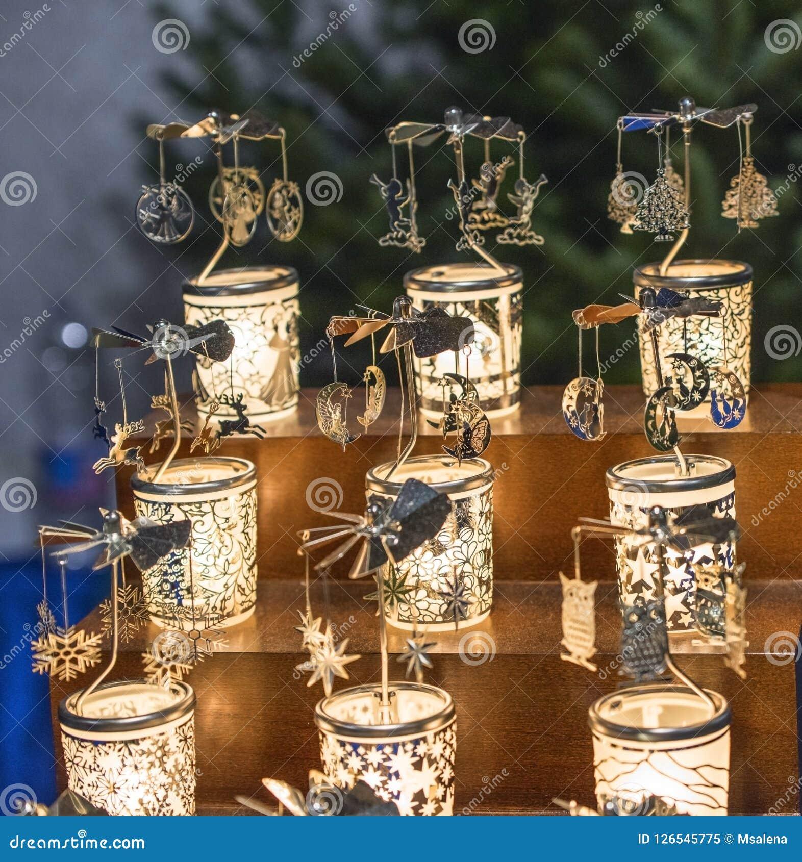 在销售中的玻璃纪念品