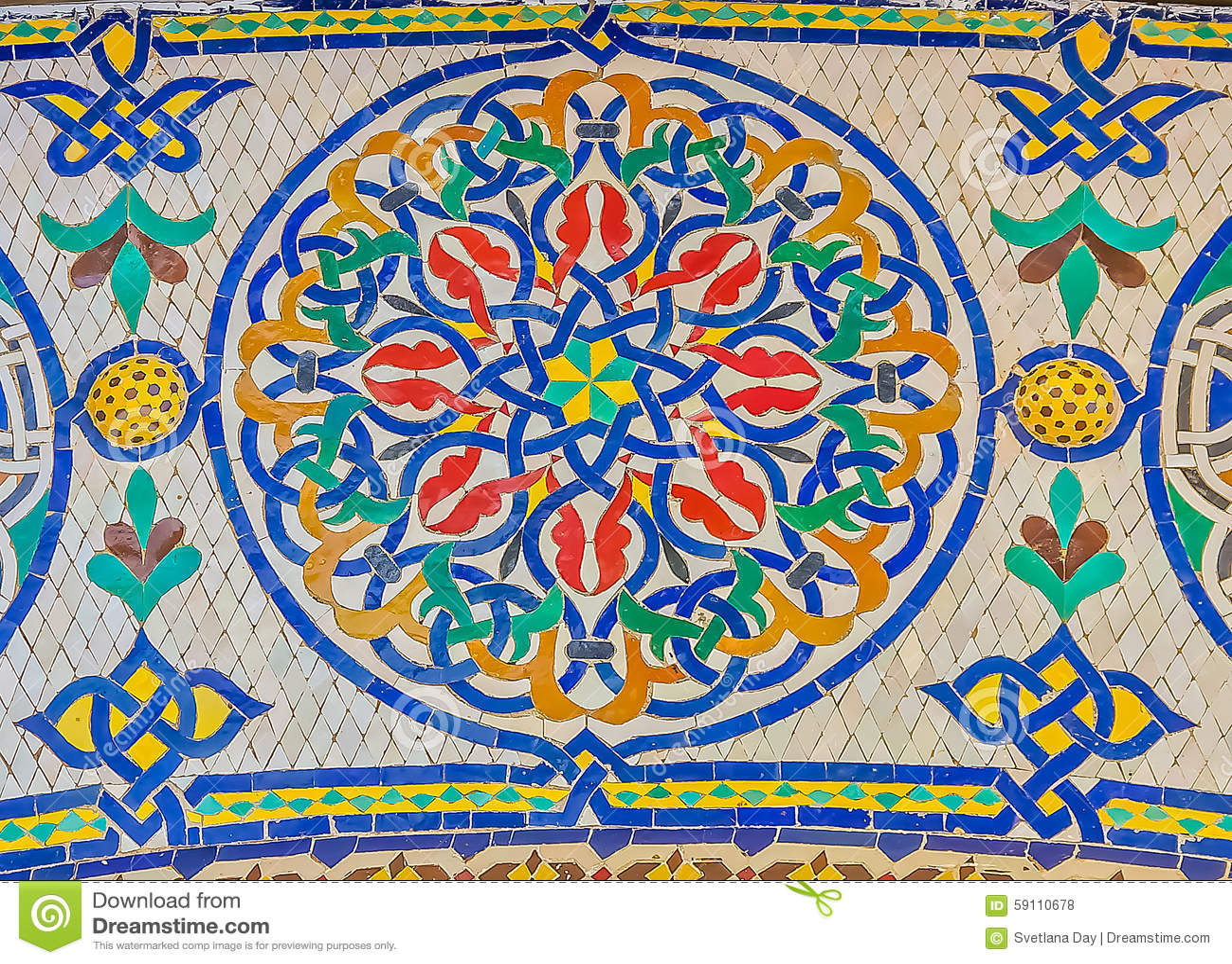 在门附近的马赛克对王宫在摩洛哥