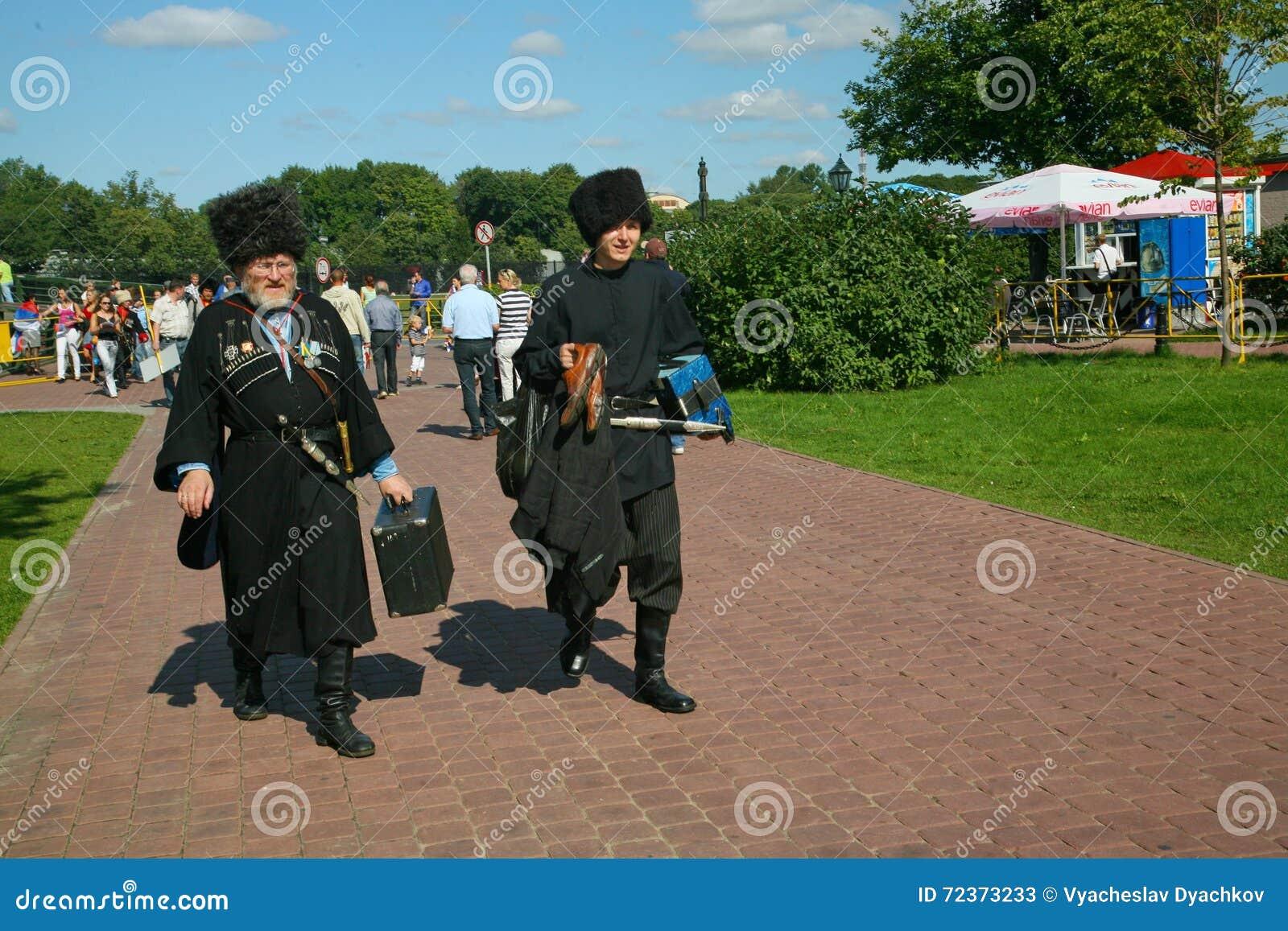 在阶段是歌手,演员,合唱成员,哥萨克合奏的军团de chorus和独奏者