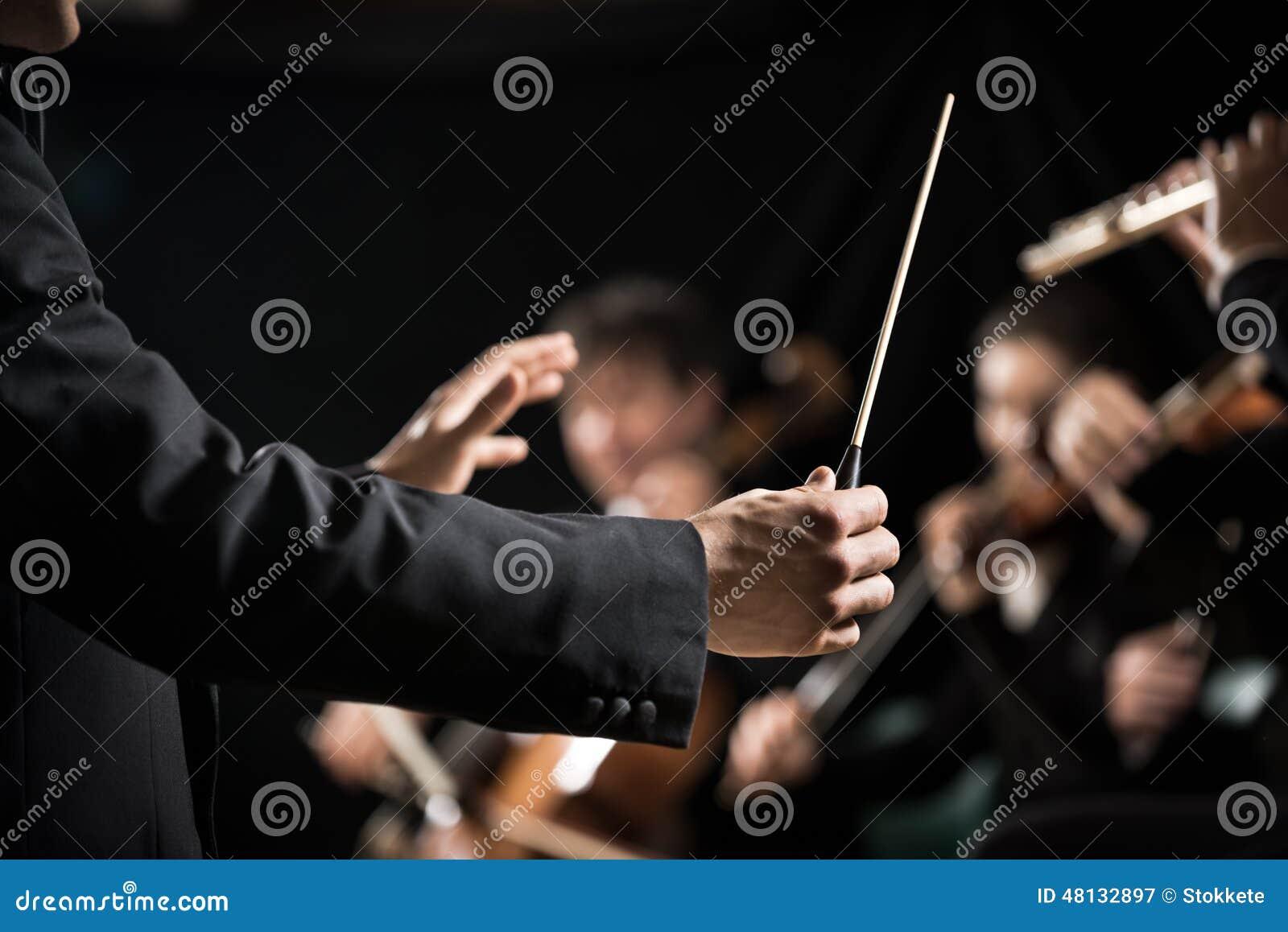 在阶段的管弦乐队指挥