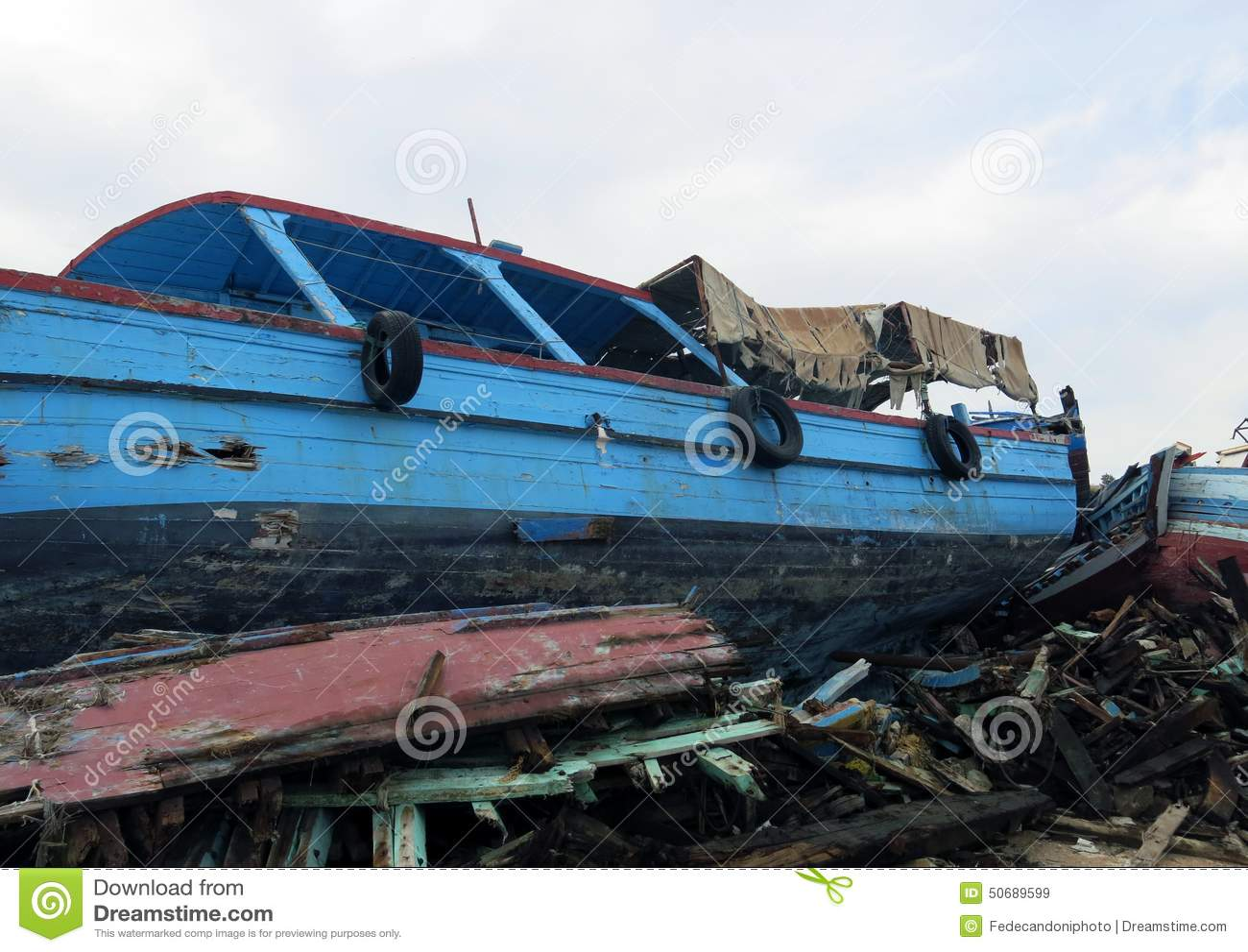 Download 在难民的登陆的以后海难 库存图片. 图片 包括有 破坏, 非法, planked, 垃圾填埋, 欧洲, 地中海 - 50689599