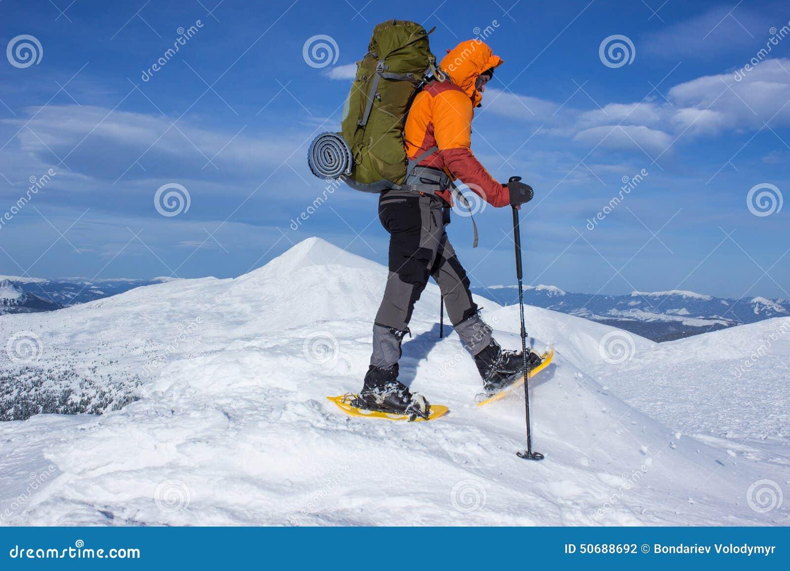Download 在雪靴的冬天高涨 库存照片. 图片 包括有 有效地, 挑运, 设备, 空间, 云彩, 能源, 高涨, 高度 - 50688692