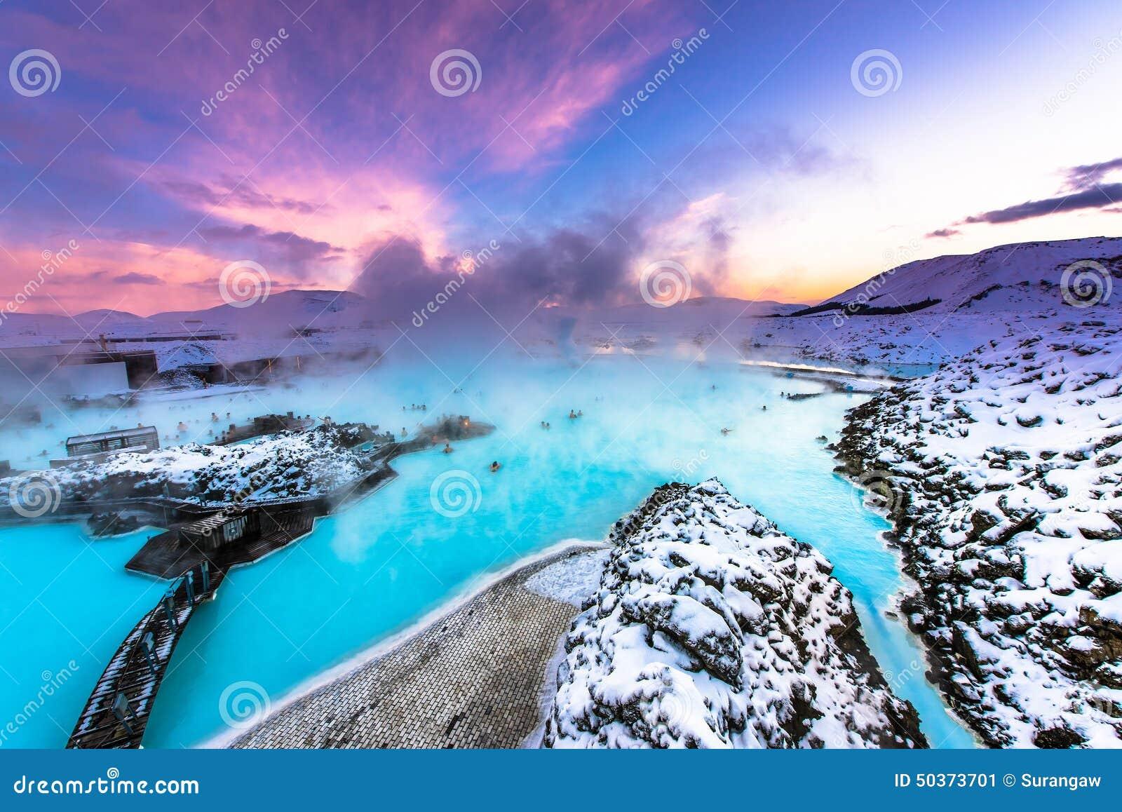 在雷克雅未克,冰岛附近的著名蓝色盐水湖