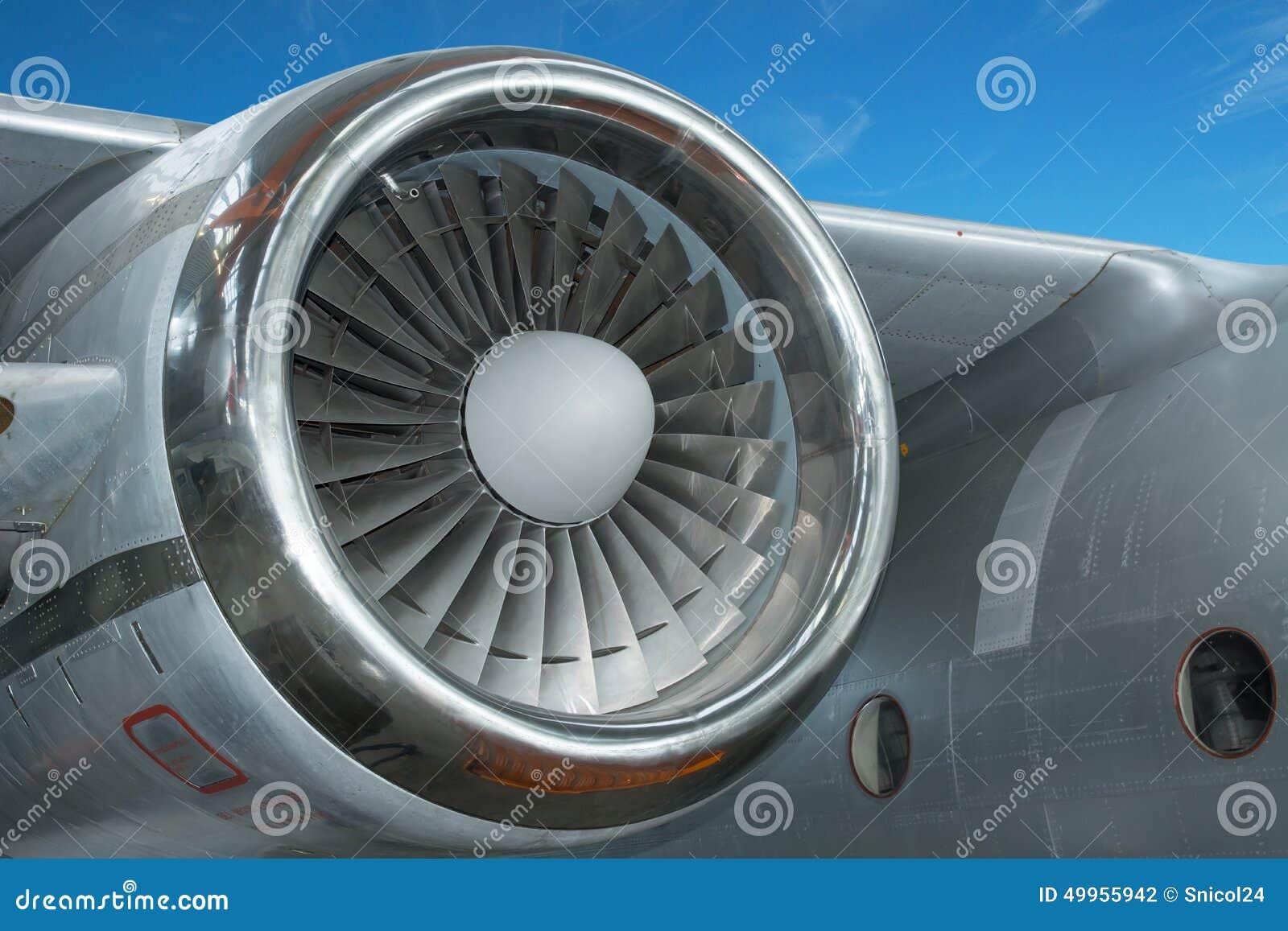 在飞机的喷气机引擎