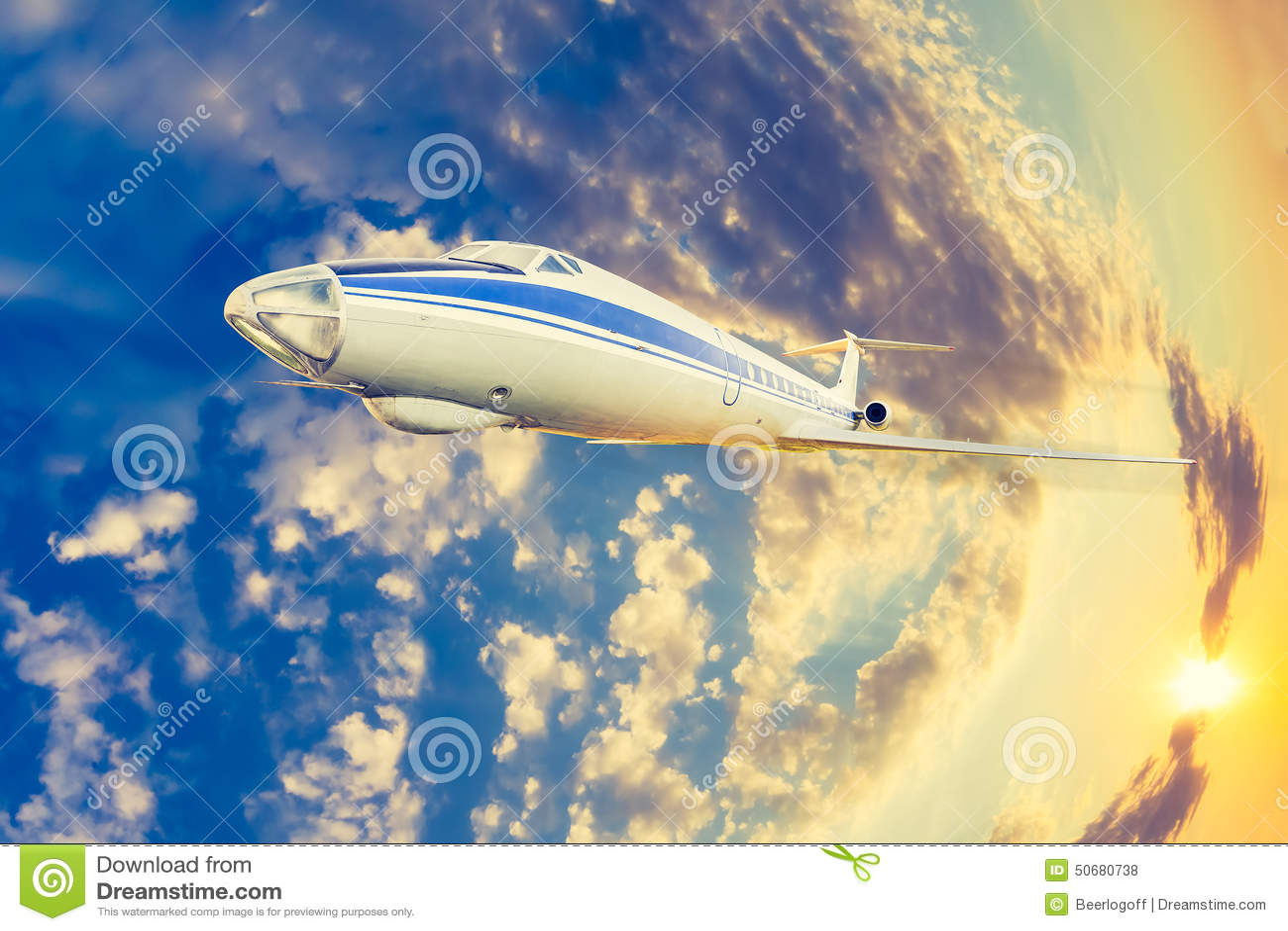 Download 在飞行中客机 库存照片. 图片 包括有 普遍, 乘客, 飞机, 颜色, 蓝色, 移动, alamos, cloudscape - 50680738