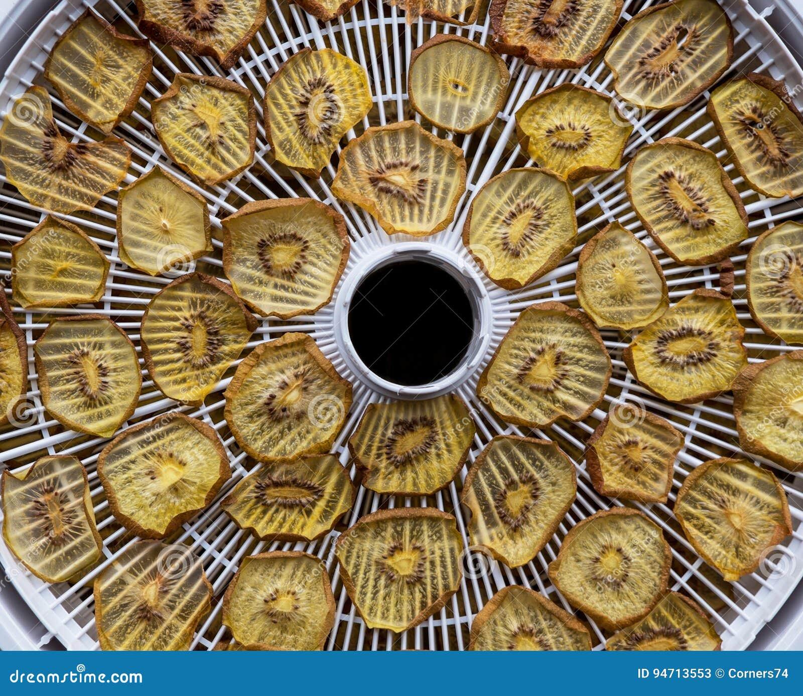 在食物deyhydrator的干金黄猕猴桃