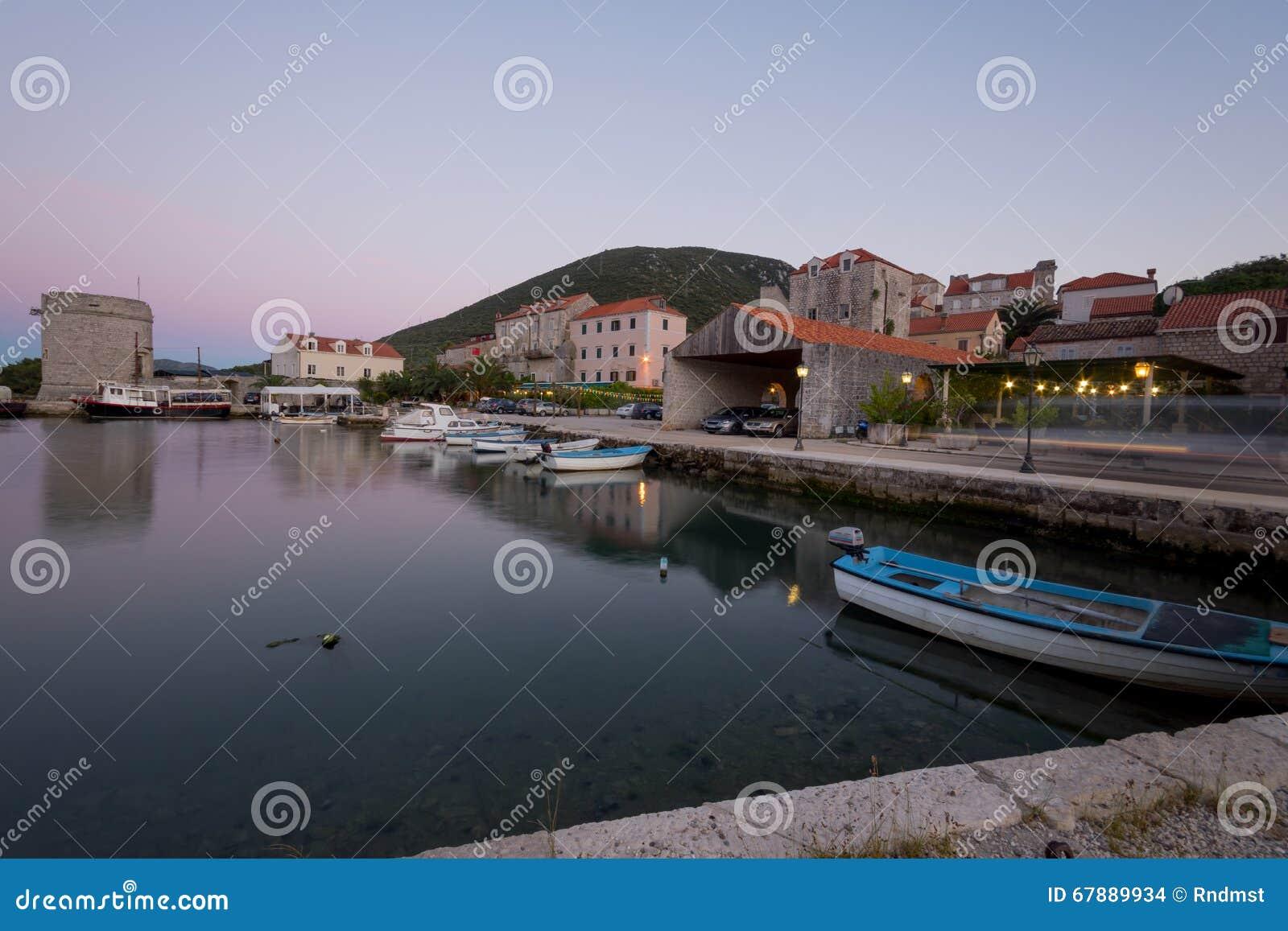 在马里Ston的港的日落