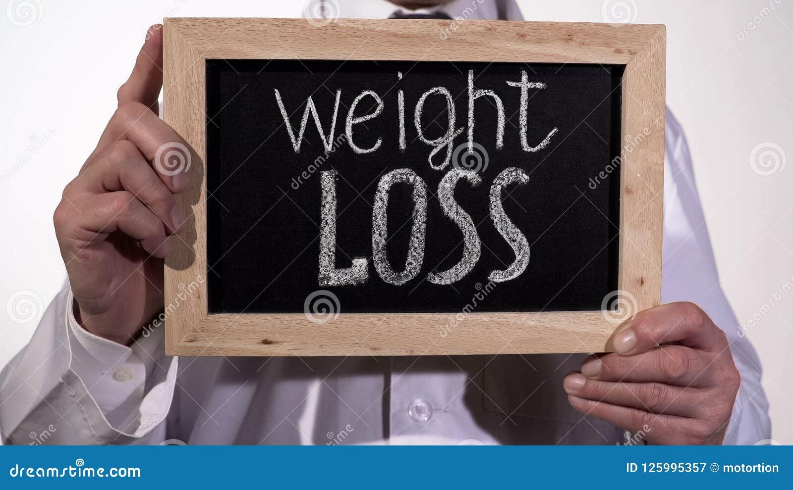在黑板的减重文本在医生手,健康饮食推荐上