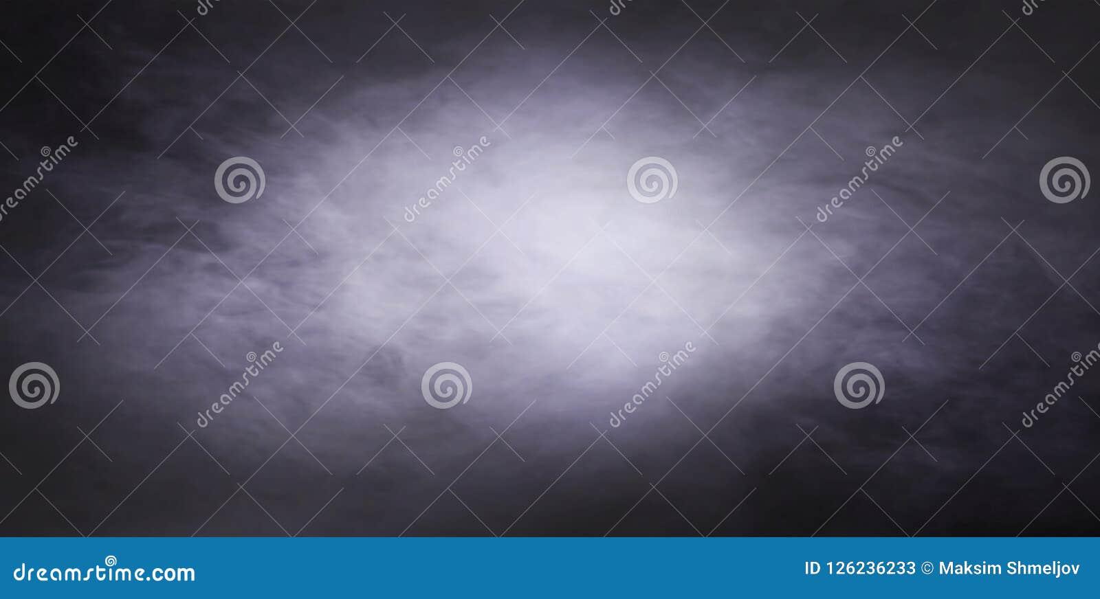 在黑背景的抽象烟纹理 雾在黑暗中
