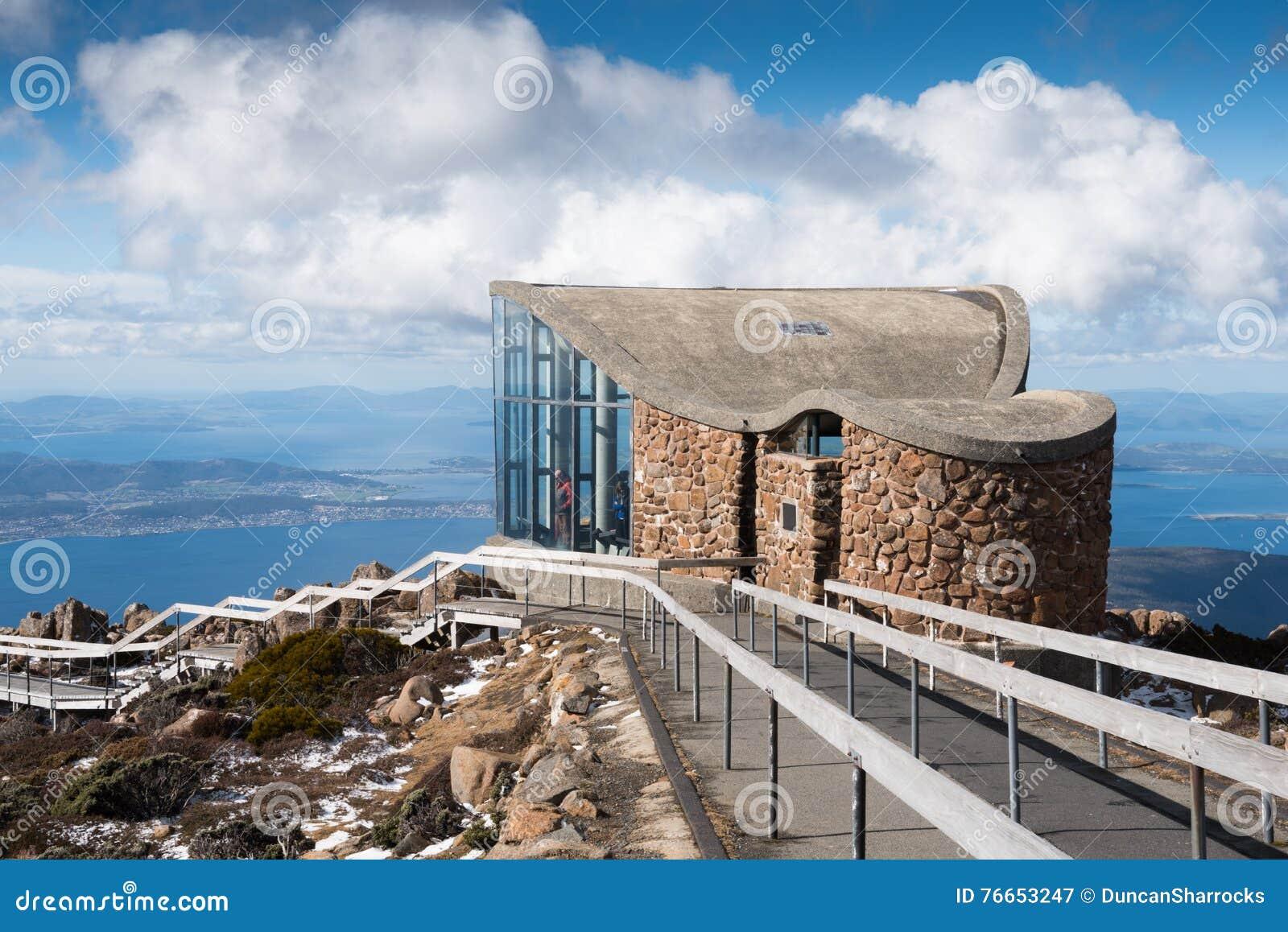 在登上惠灵顿,俯视的霍巴特,塔斯马尼亚岛,澳大利亚的监视