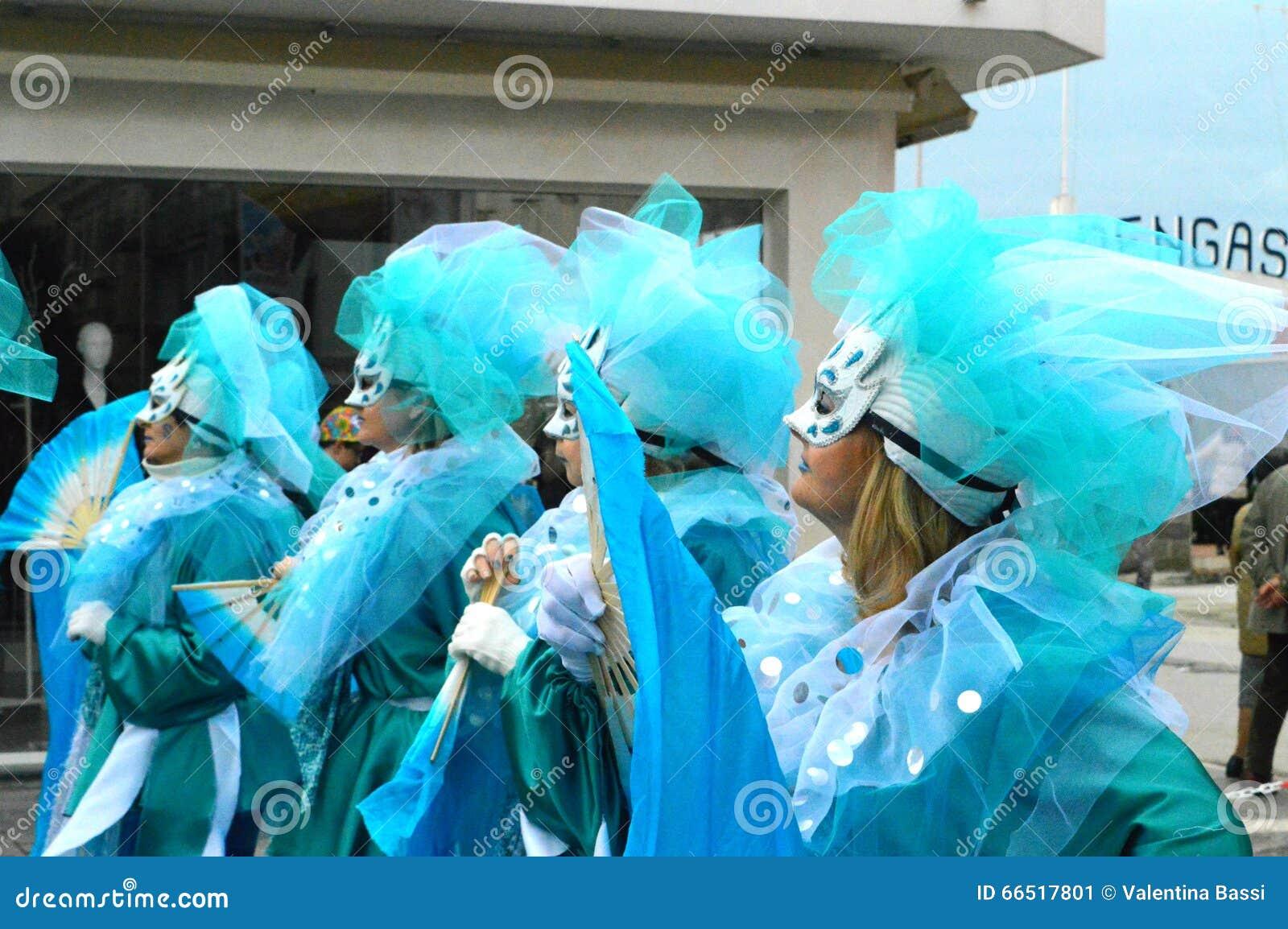 在维亚雷焦狂欢节的面具