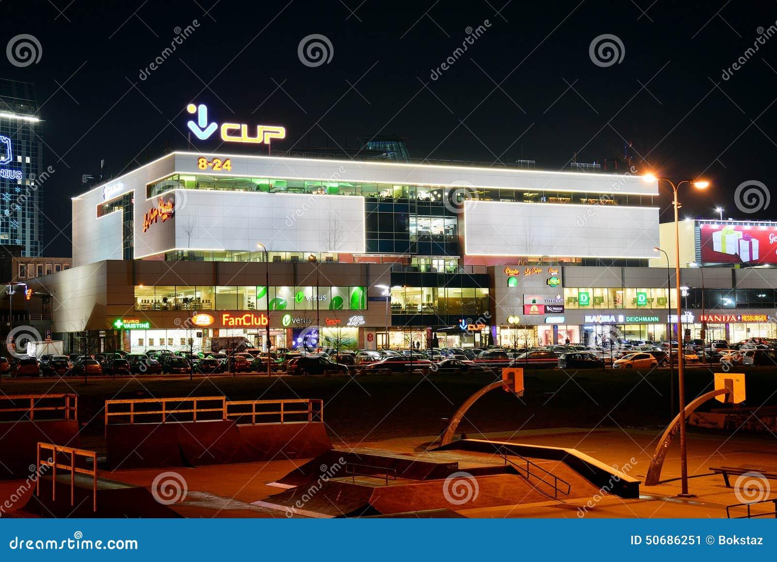 Download 在维尔纽斯市夜视图的中央商店中心 编辑类照片. 图片 包括有 吸引力, 急性, 城市, 收集, 晚上, 采购员 - 50686251