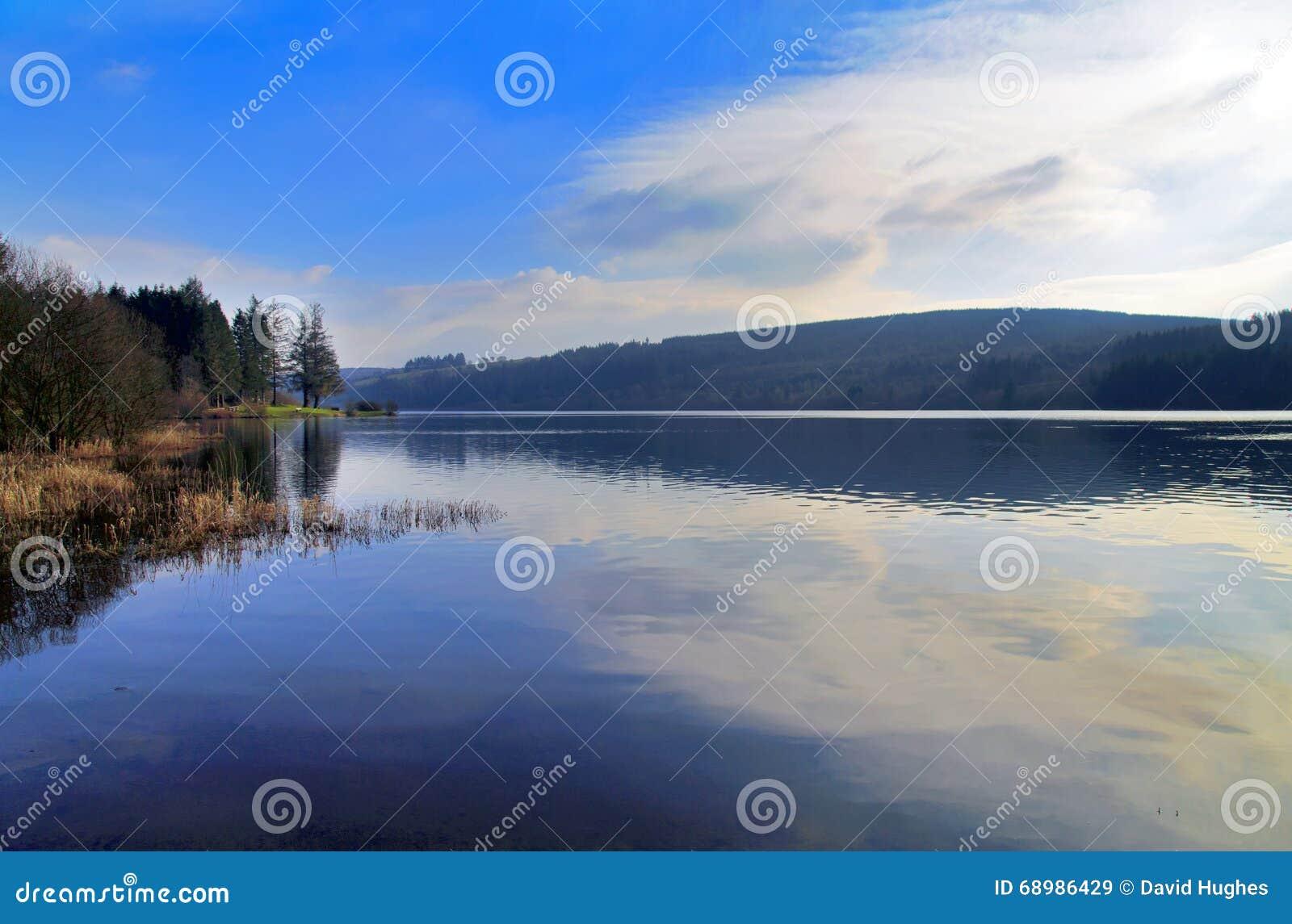 在水库, Nant-ddu,布雷肯比肯斯山国家公园的Llyn