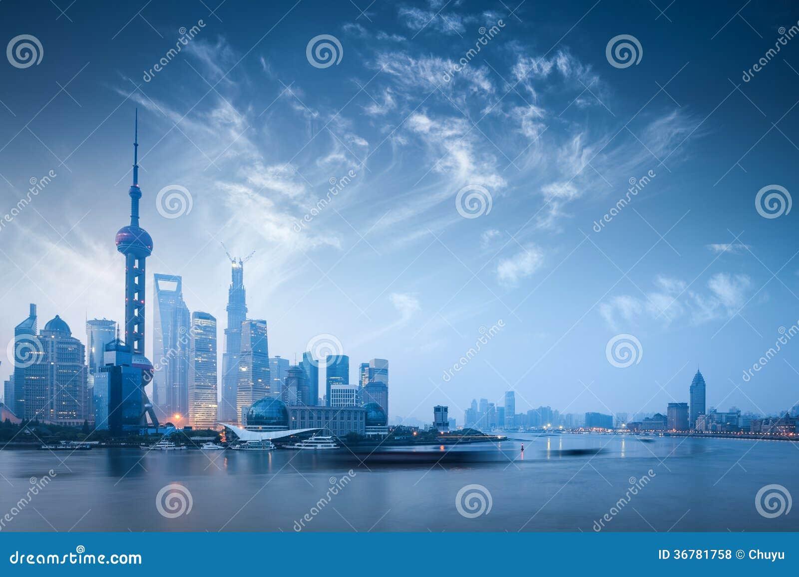 在黎明的上海地平线