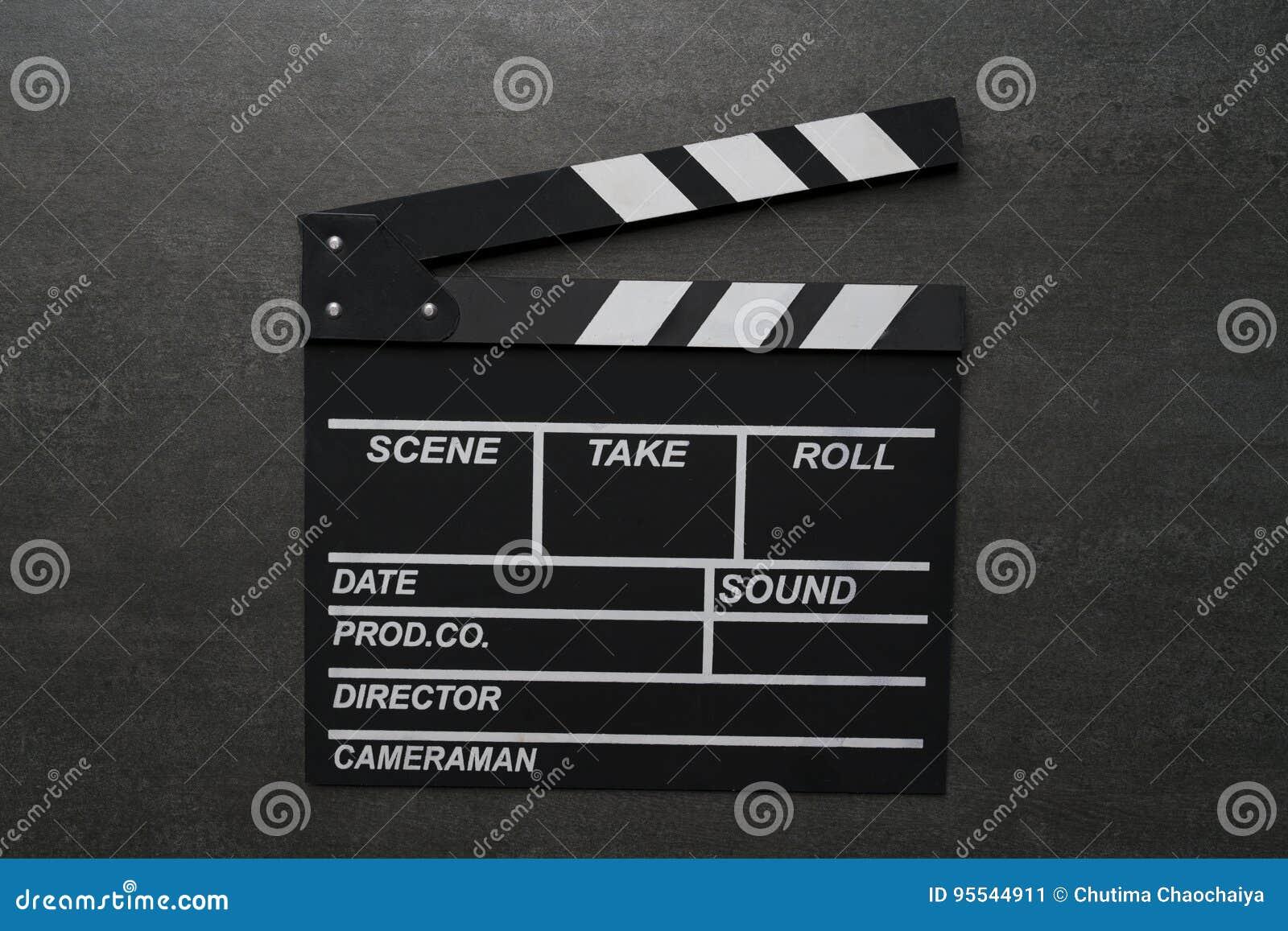 在黑桌上的电影拍板